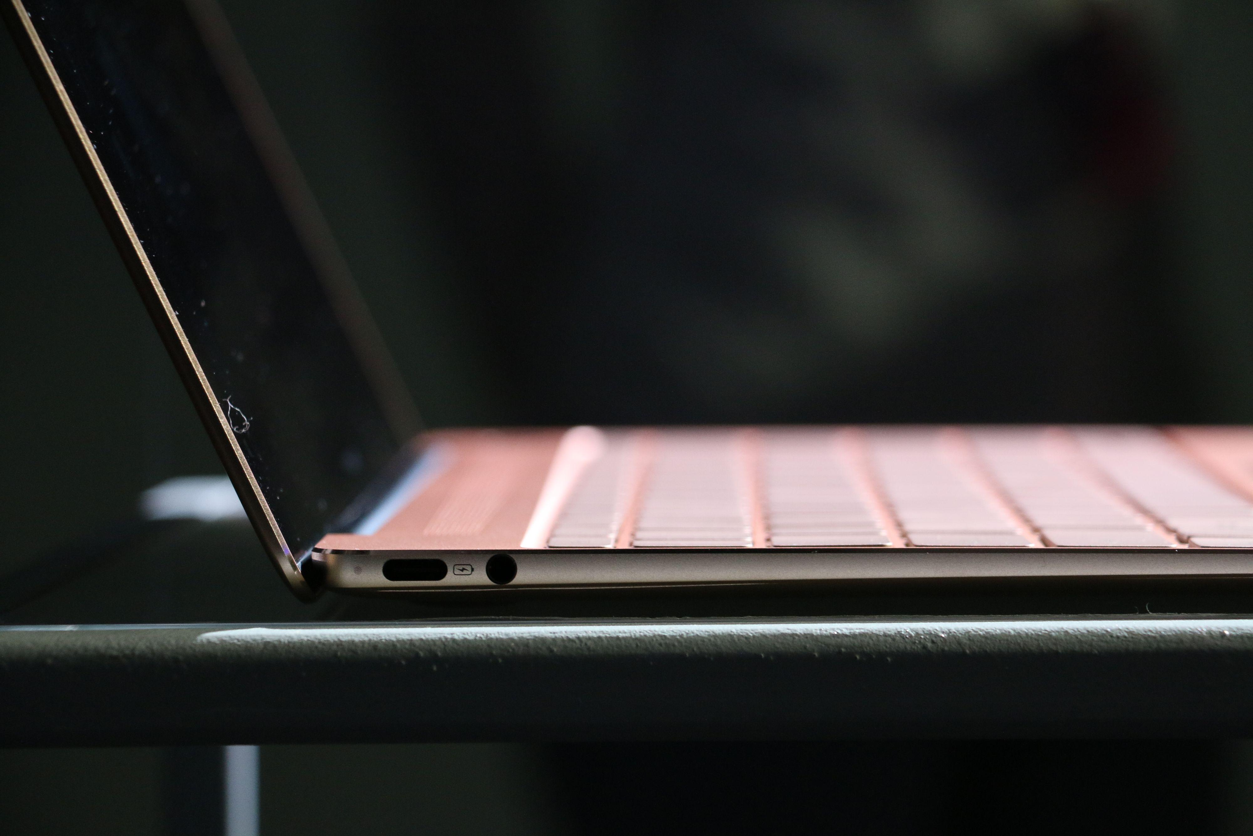 Kun USB Type-C på MateBook X.