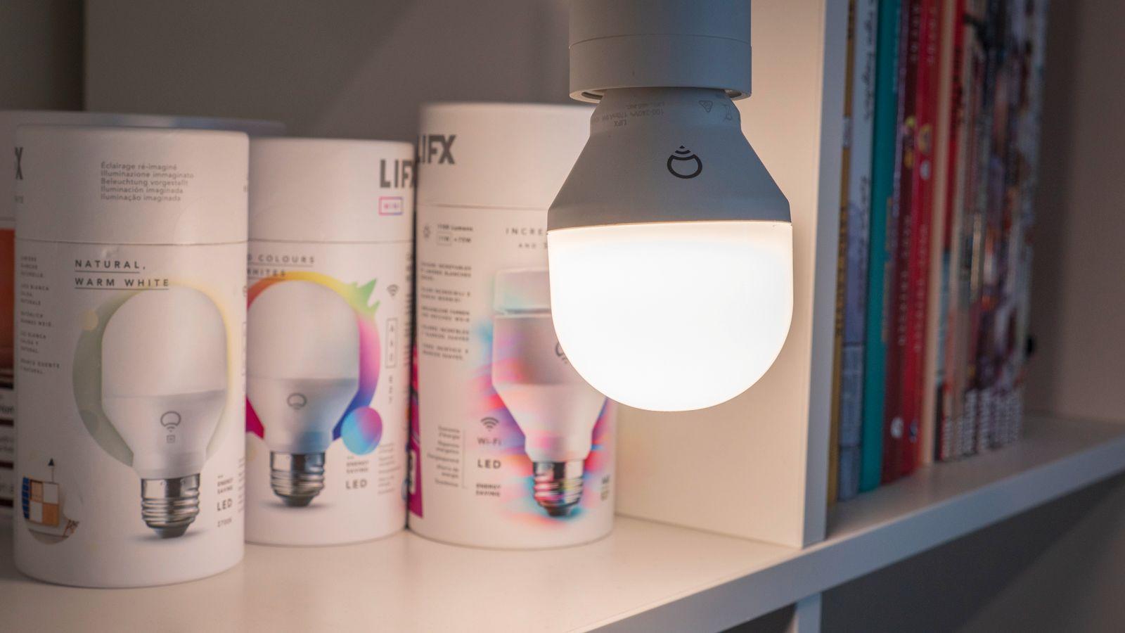 Siden LIFX mangler pærer med E14-sokkel, og ikke har egne lysbrytere o.l. vi kan legge i LIFX-appen, tenker vi at LIFX-pærene og lampene passer best for deg som vil bruke dem i et annet smarthjemsystem, eller som ikke skal lage et så stort system.