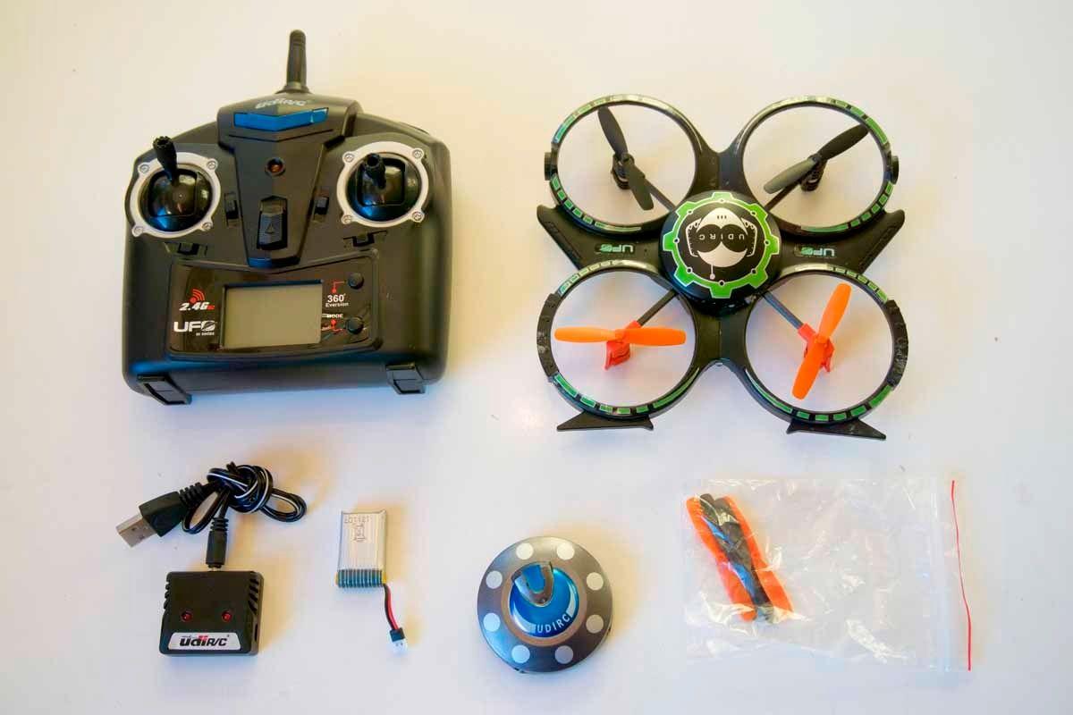 Dette er innholdet i pakken til UDI Mini Drone.