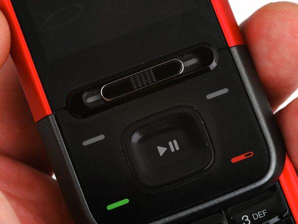 Bryteren under skjermen starter musikkspilleren.  (Klikk for større bilder)