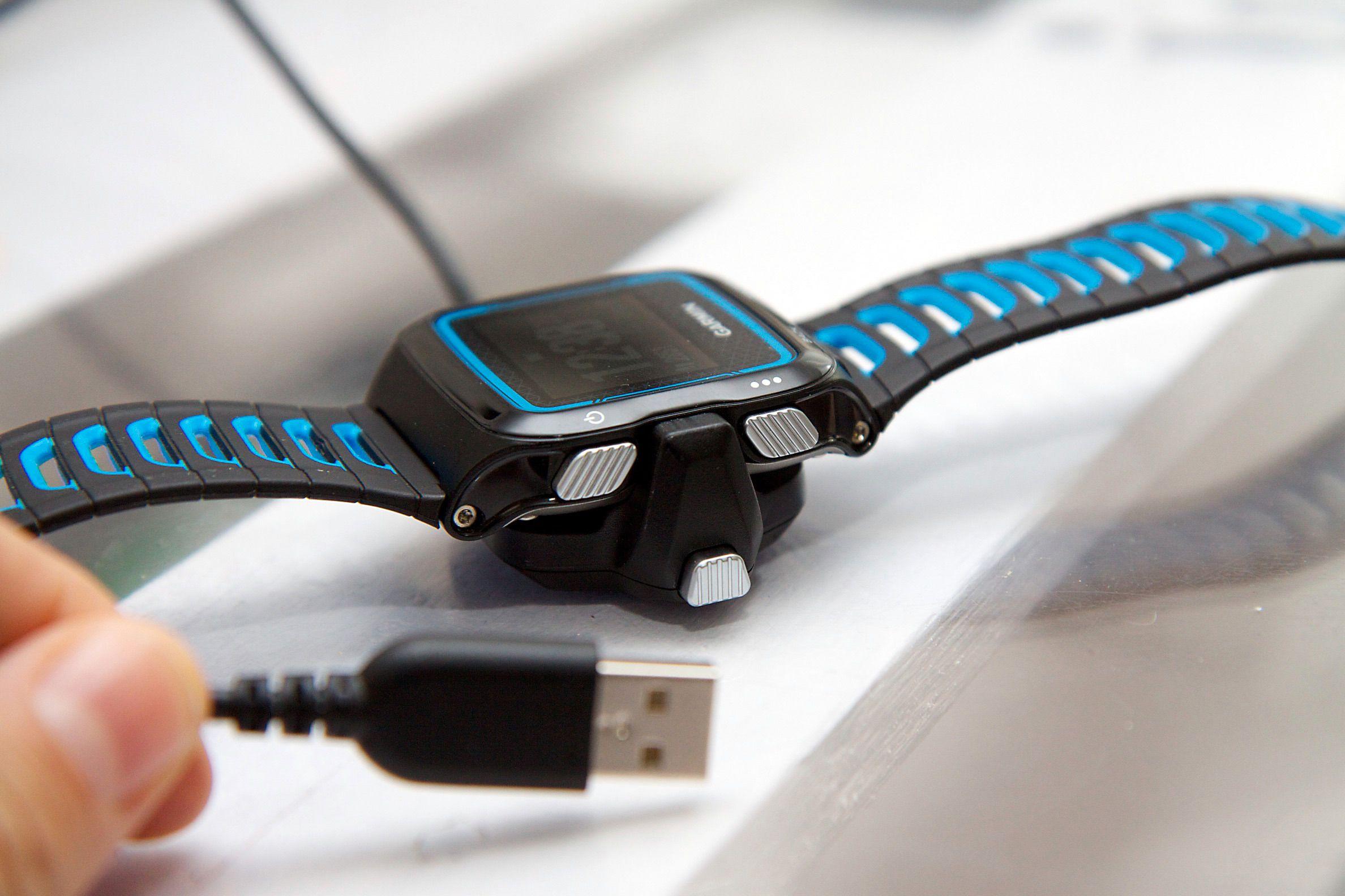 Lading via standard USB er kjekt, men du må ha dokkingenheten for å få ladet. Foto: Kurt Lekanger, Tek.no