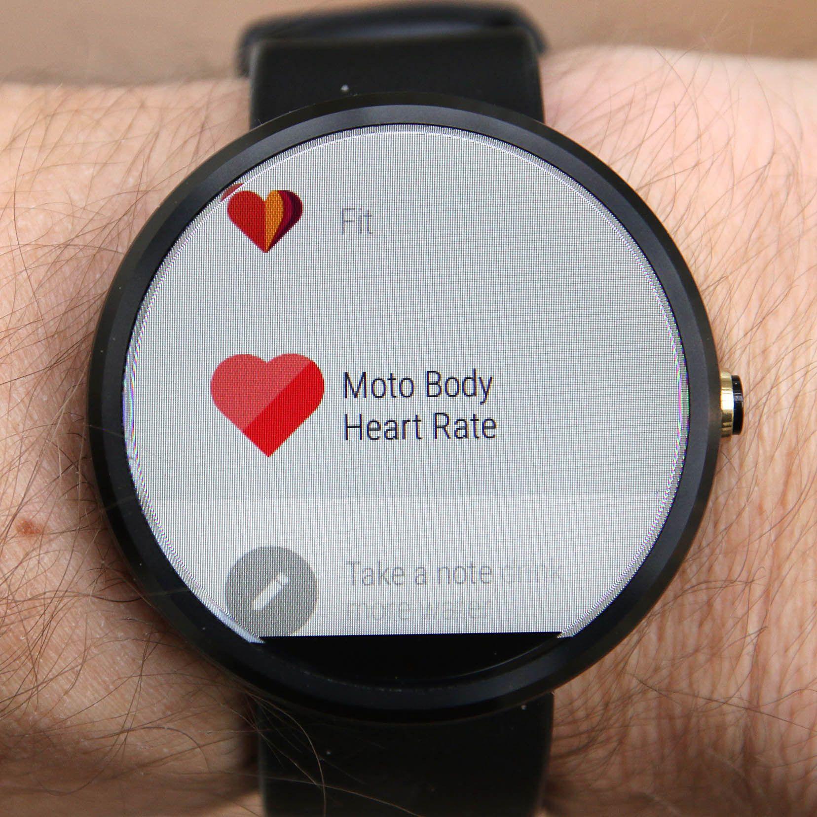 Moto 360 har innebygget pulsmåler og skritteller. Foto: Kurt Lekanger, Tek.no
