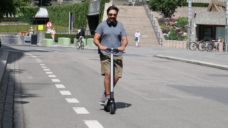 Ingen grunn til å gå og svette når man kan lufte seg på en sånn hele veien.