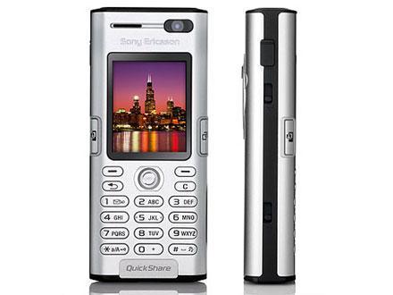 3G-mobilen K600i har et kamera som vender mot deg, for videosamtaler over 3G.