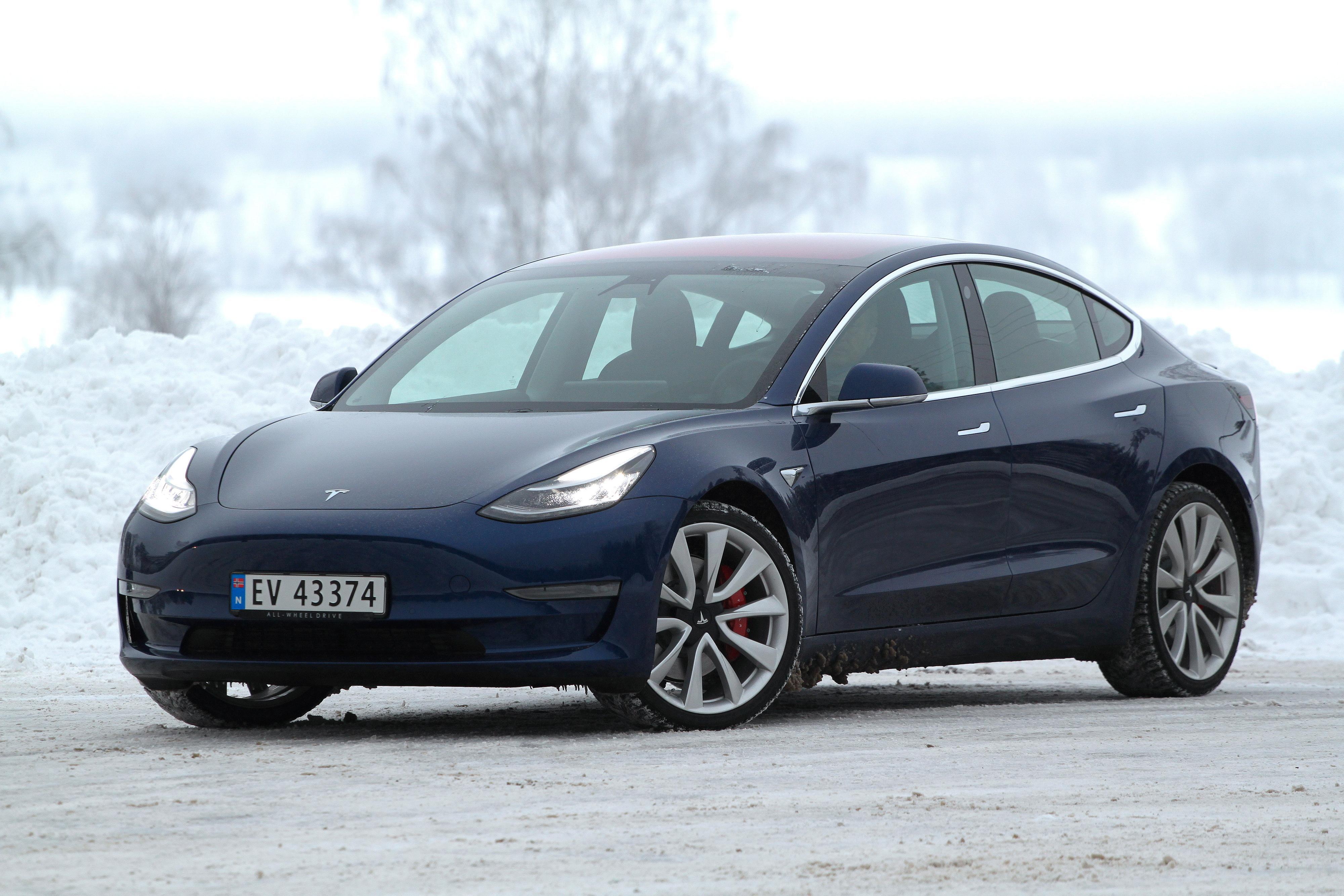 Tesla setter ned prisen på Model 3 Standard Range Plus med 50.000 kroner. Fremover vil den koste 364.000 kroner inkludert levering.