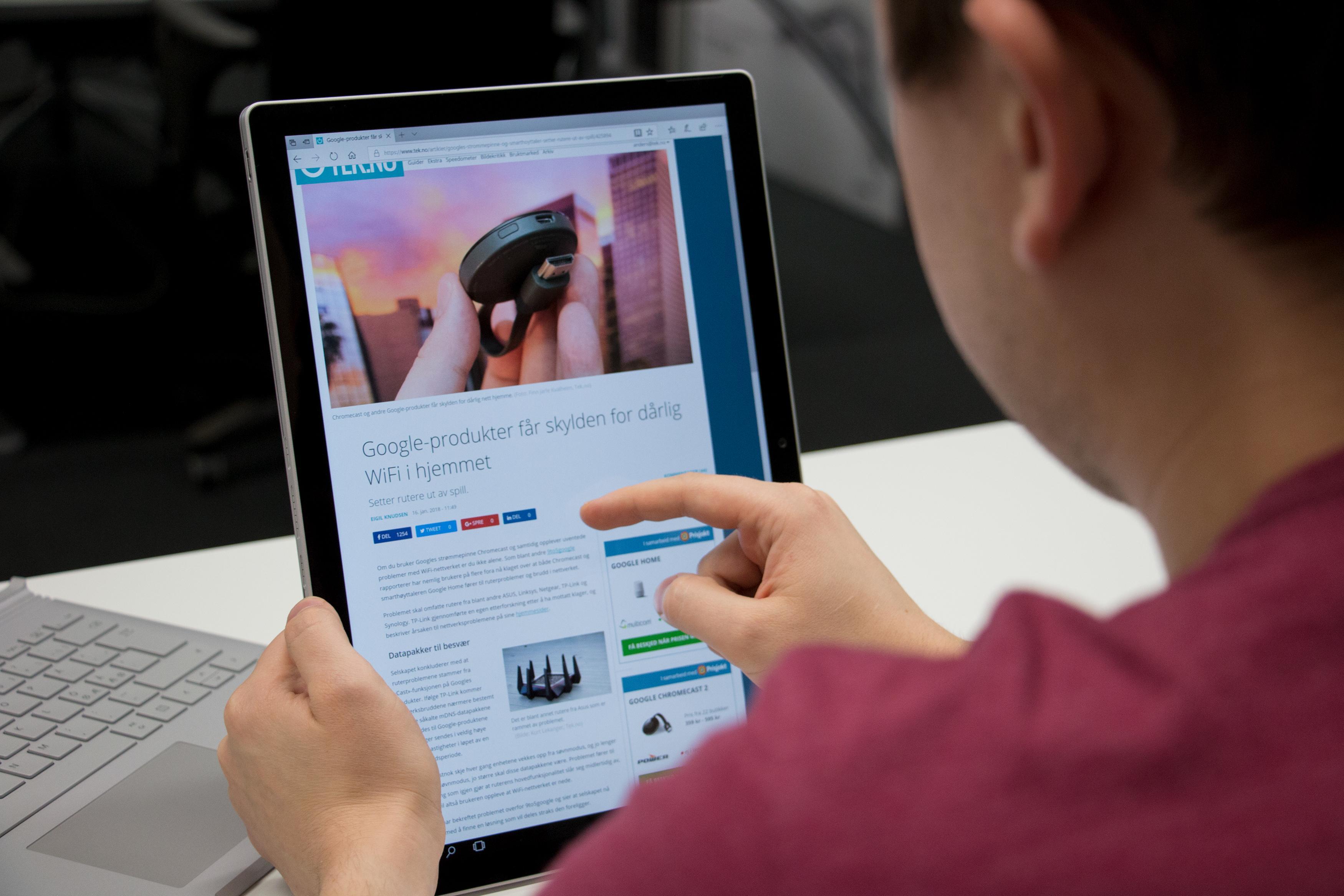 God plass til innhold når skjermen måler 13,5 tommer! Bilde: Anders Brattensborg Smedsrud, Tek.no
