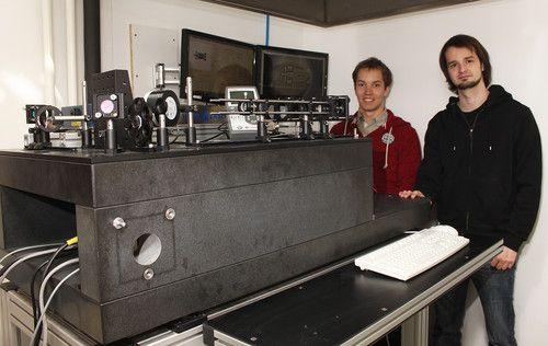 Jan Torgersen og Peter Gruber sammen med 3D-printeren.
