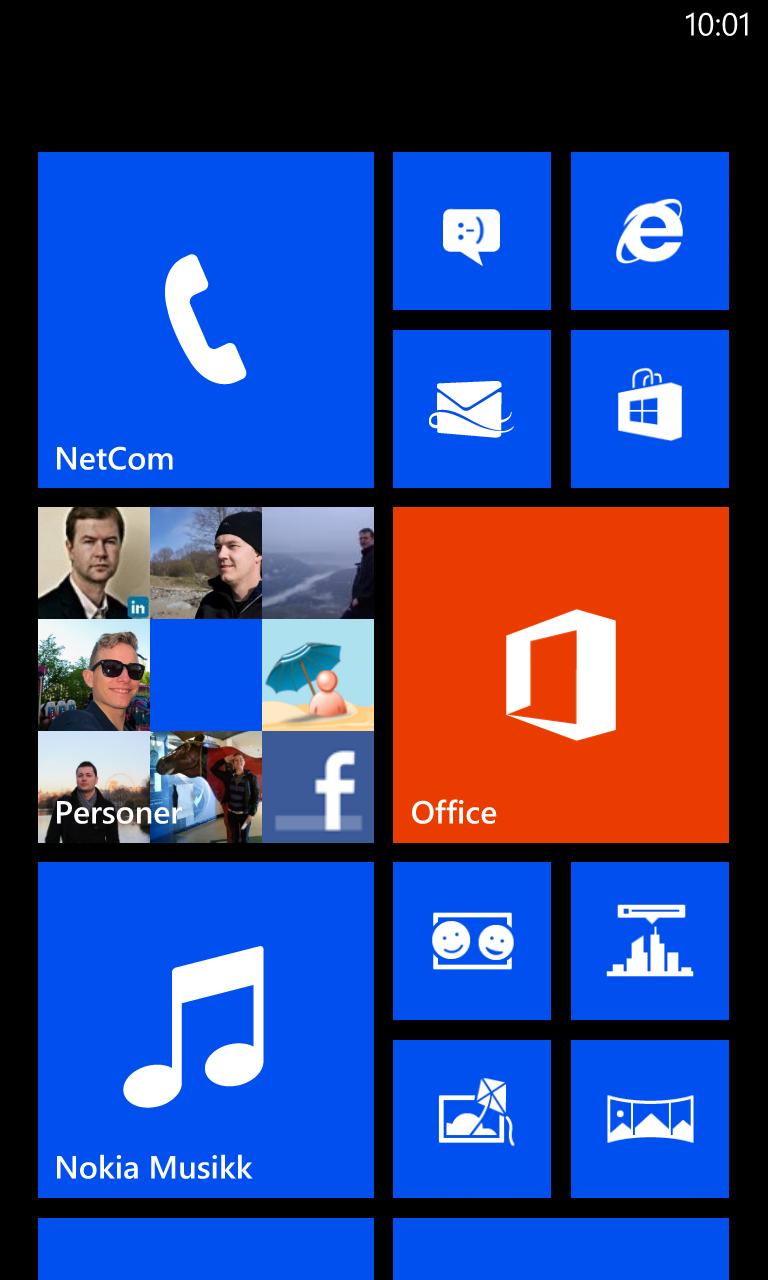 Slik ser hjemmeskjermen i Windows Phone 8 ut. Firkantene kalles tiles, og er en slags mellomting mellom vanlige programikoner og widgets.