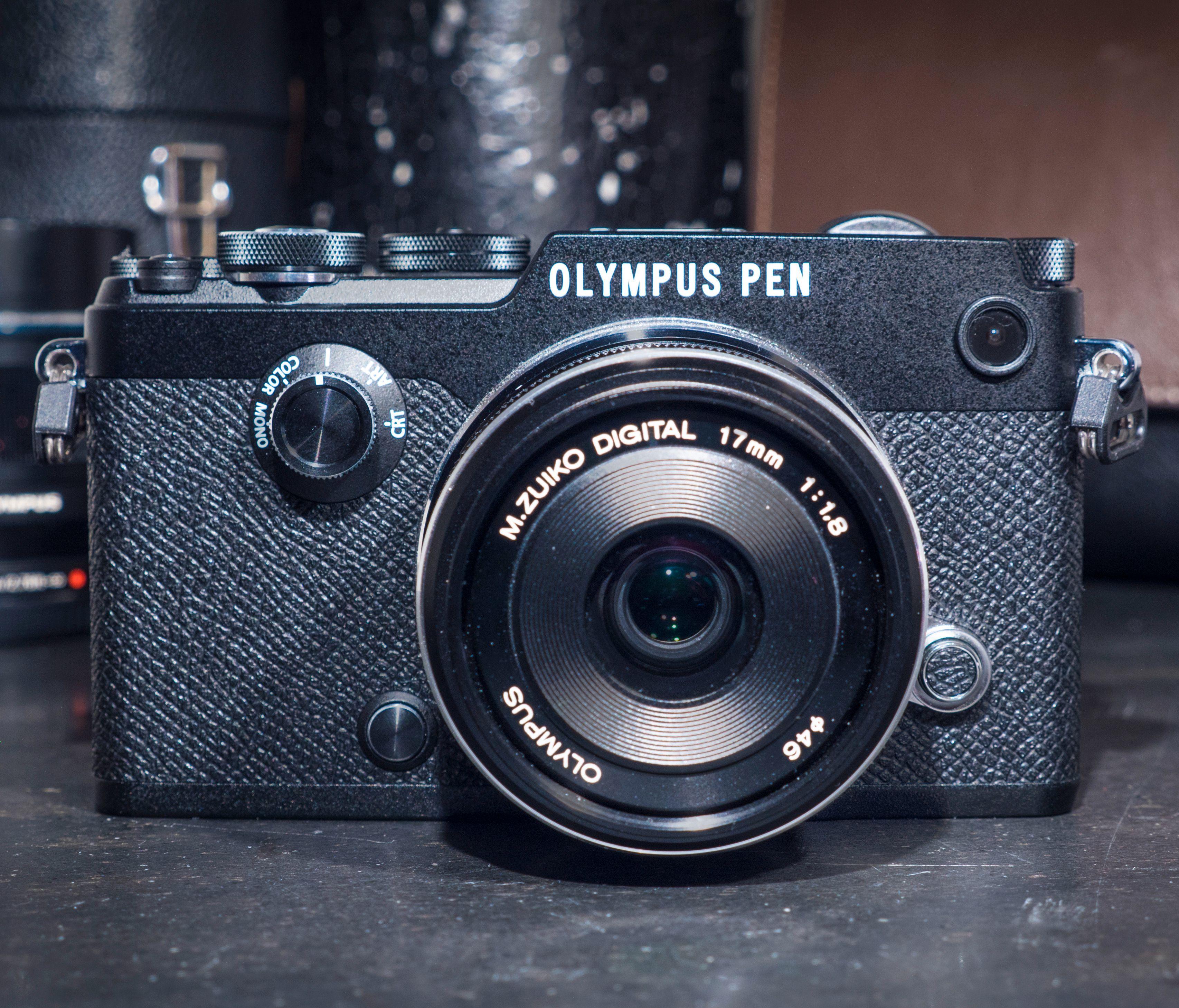 Pen-F er både et bra kamera, og et dyrt hipstersmykke på en gang. Men det finnes billigere alternativer som gir oss praktisk talt de samme mulighetene, selv om de kanskje ser like bra ut mens de gjør det.