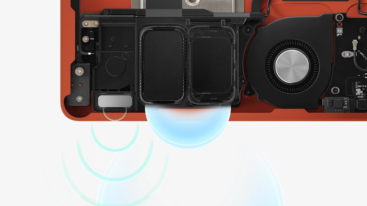Deler av det nye høyttalersystemet, med basselement og diskant.