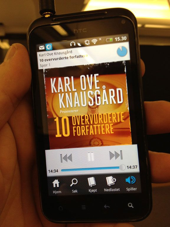 Hør Karl Ove Knausgård rakke ned på andre forfattere.