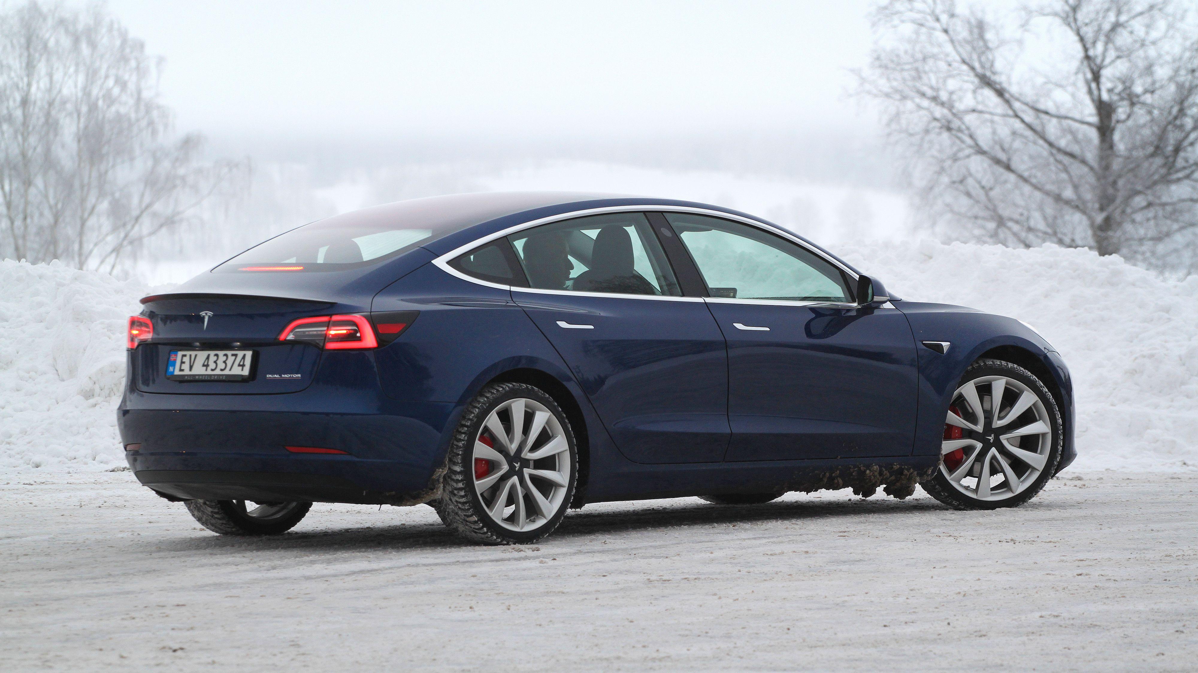 Elbilsalget stupte i april –Tesla mistet topplasseringen