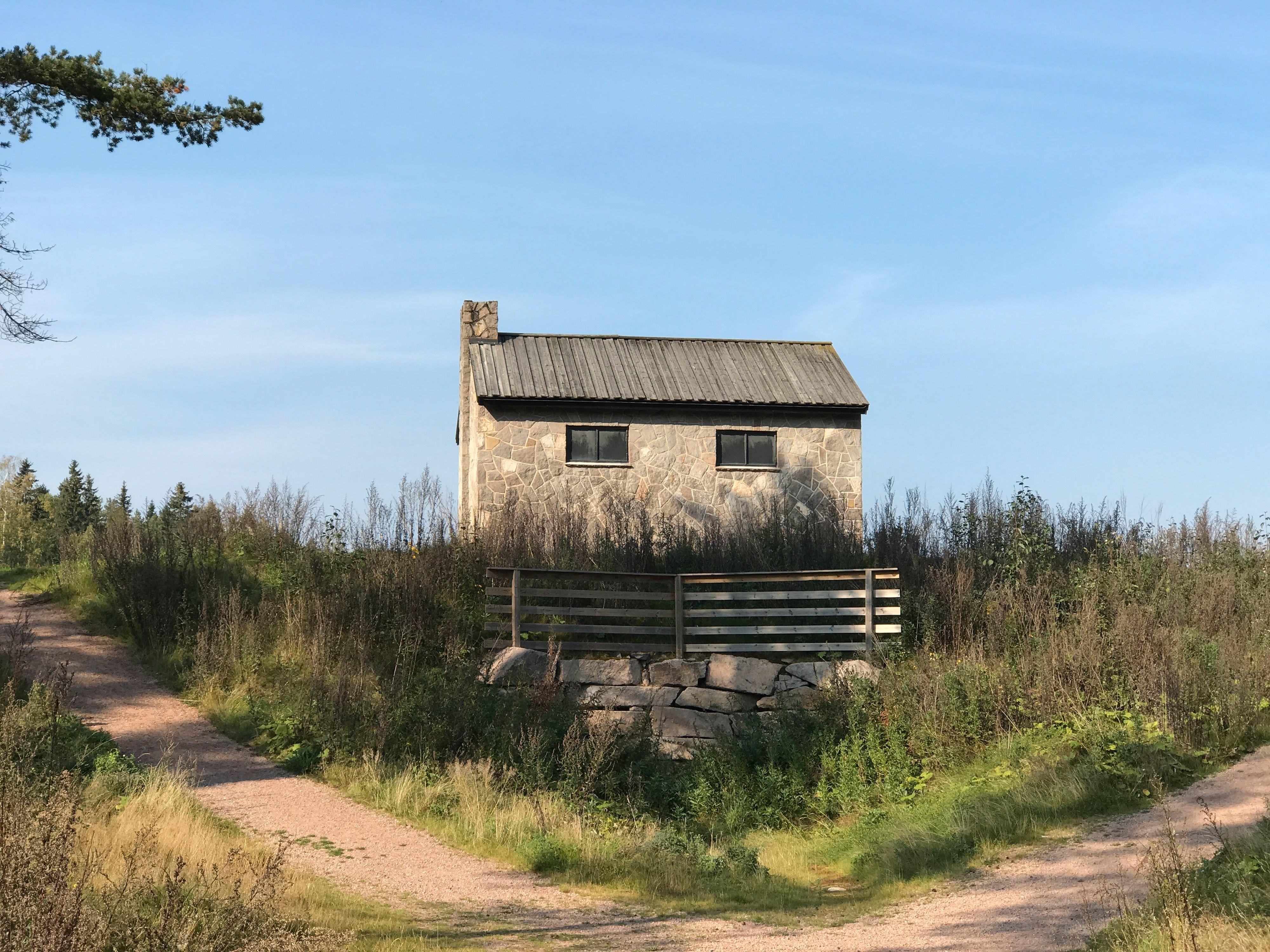 Det litt større, eller i hvert fall nærmere, huset på prærien. 2x zoom. Bilde: Finn Jarle Kvalheim, Tek.no