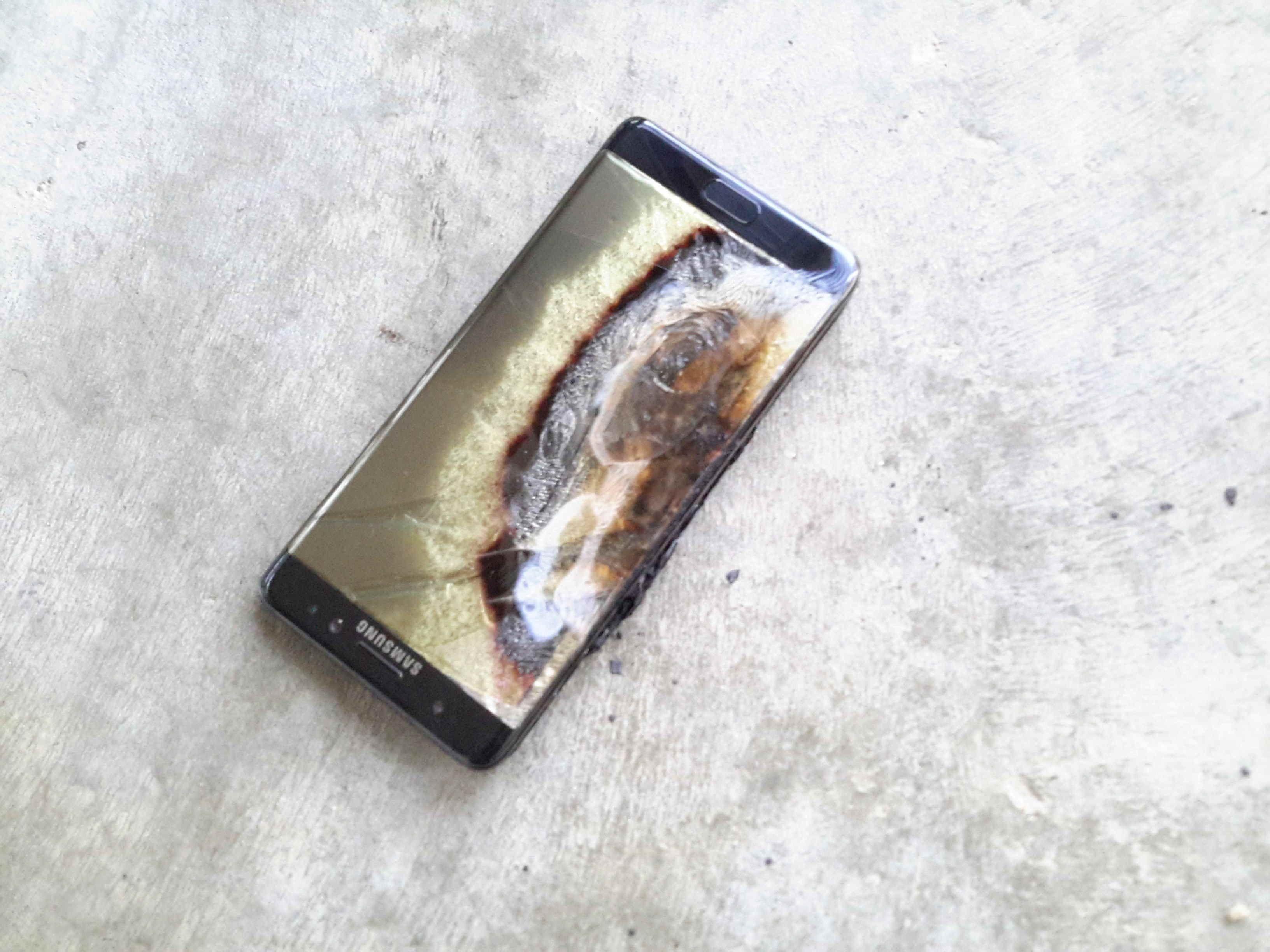 Dette er «originalen», en ekte, oppbrent Galaxy Note 7.