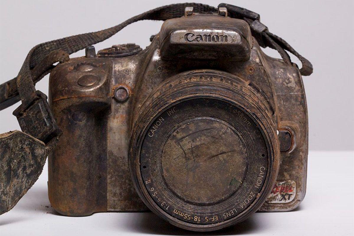 Slik ser et Canon EOS 350D ut etter å ha ligget tre år i en elv.Foto: Michael Comeau, All Rights Reserved