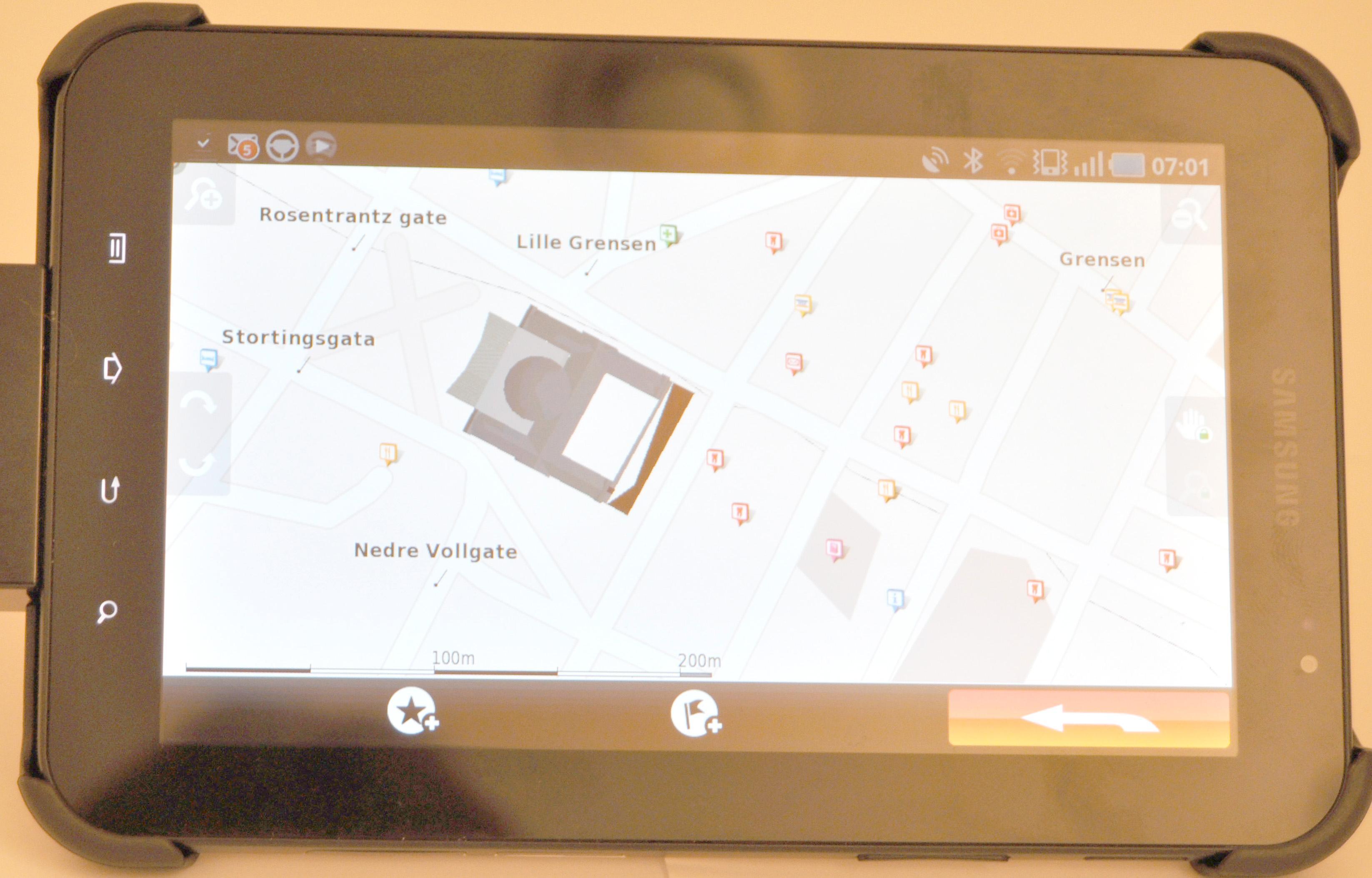 Enkelte bygninger er synlige som grafikk på kartet. Spesielt detaljerte er de ikke, men det forbedrer like fullt opplevelsen.