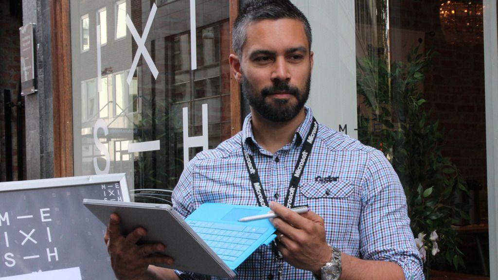 Remi Hariz fra Microsofts Surface-team lot de fremmøtte journalistene få prøvekjøre Surface Pro 3.Foto: Vegar Jansen, Hardware.no