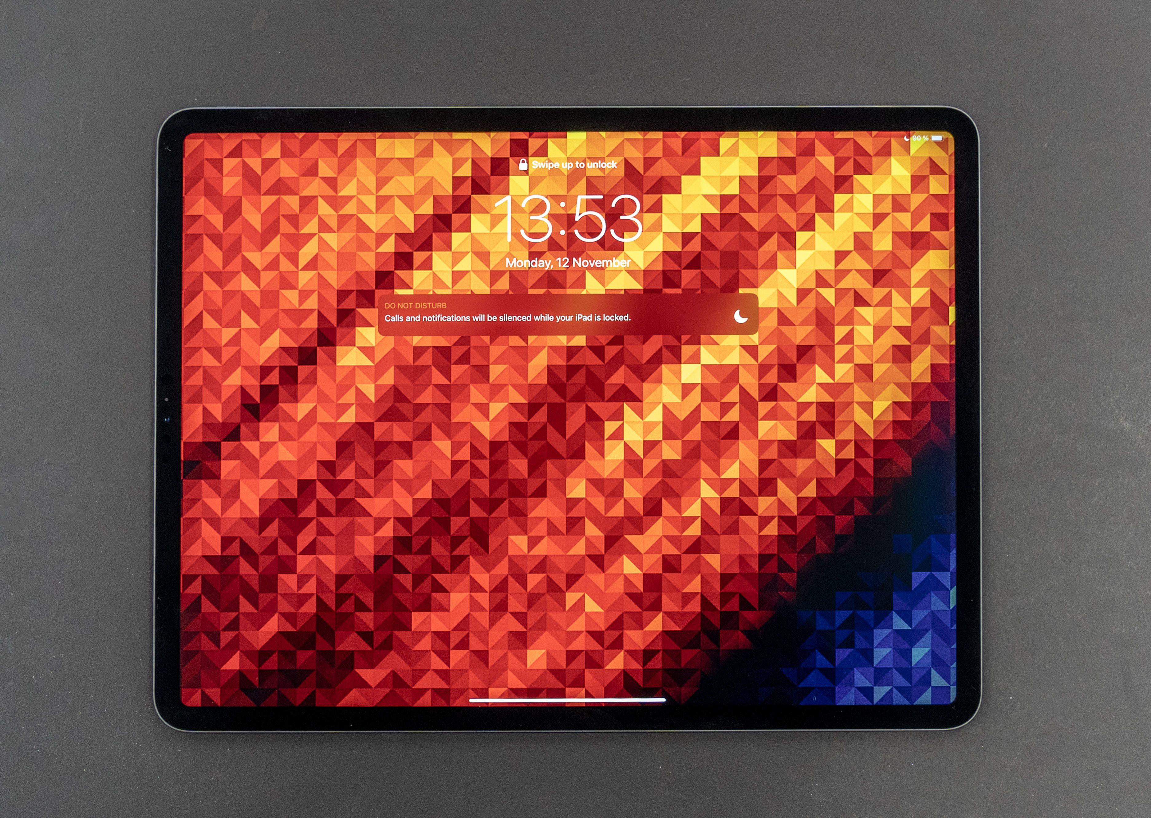 Rammene har blitt betydelig tynnere, og den største iPad Proen er nå på størrelse med et A4-ark.