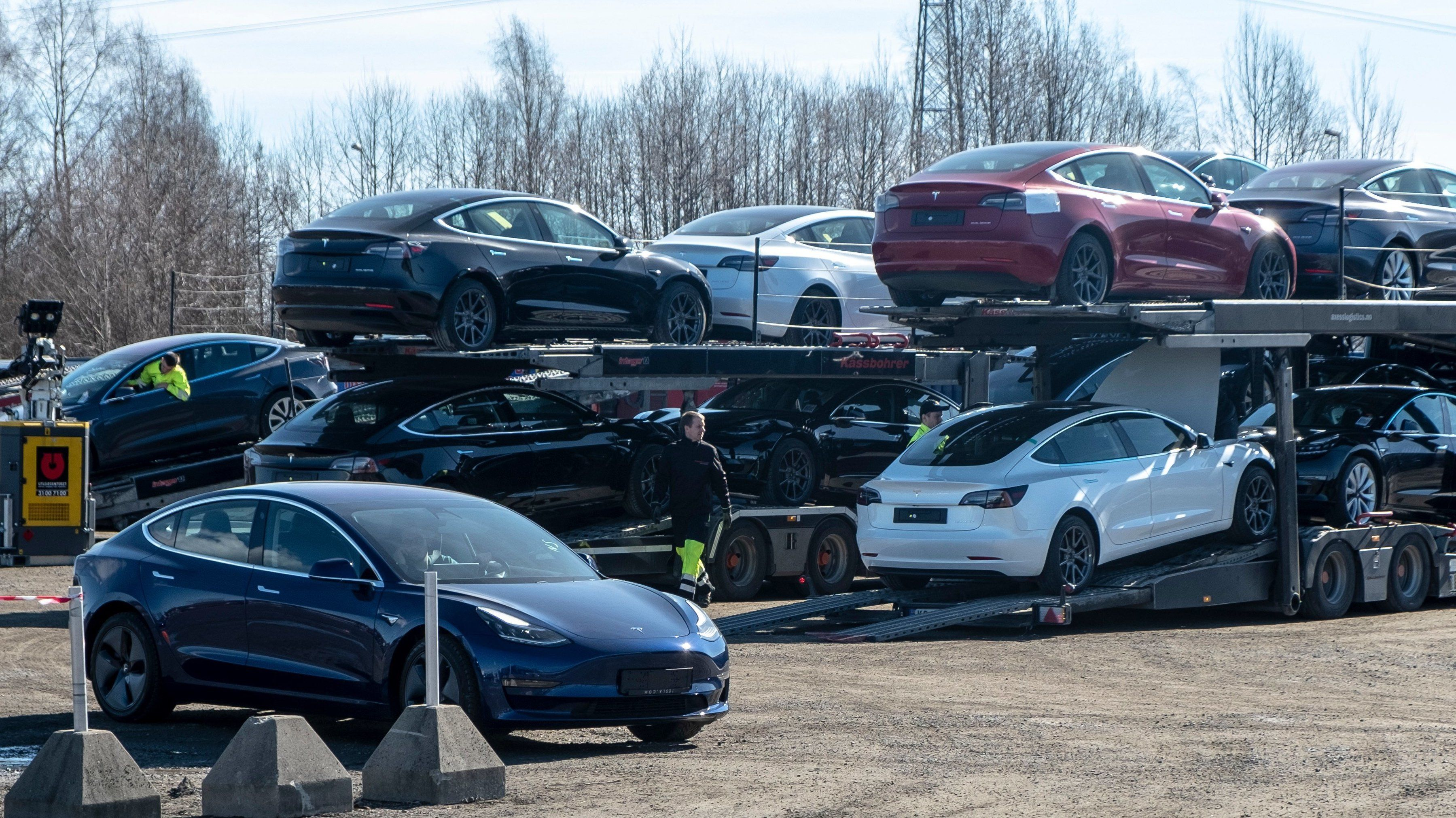 Frp vil løse bompengekrisen med moms på elbil