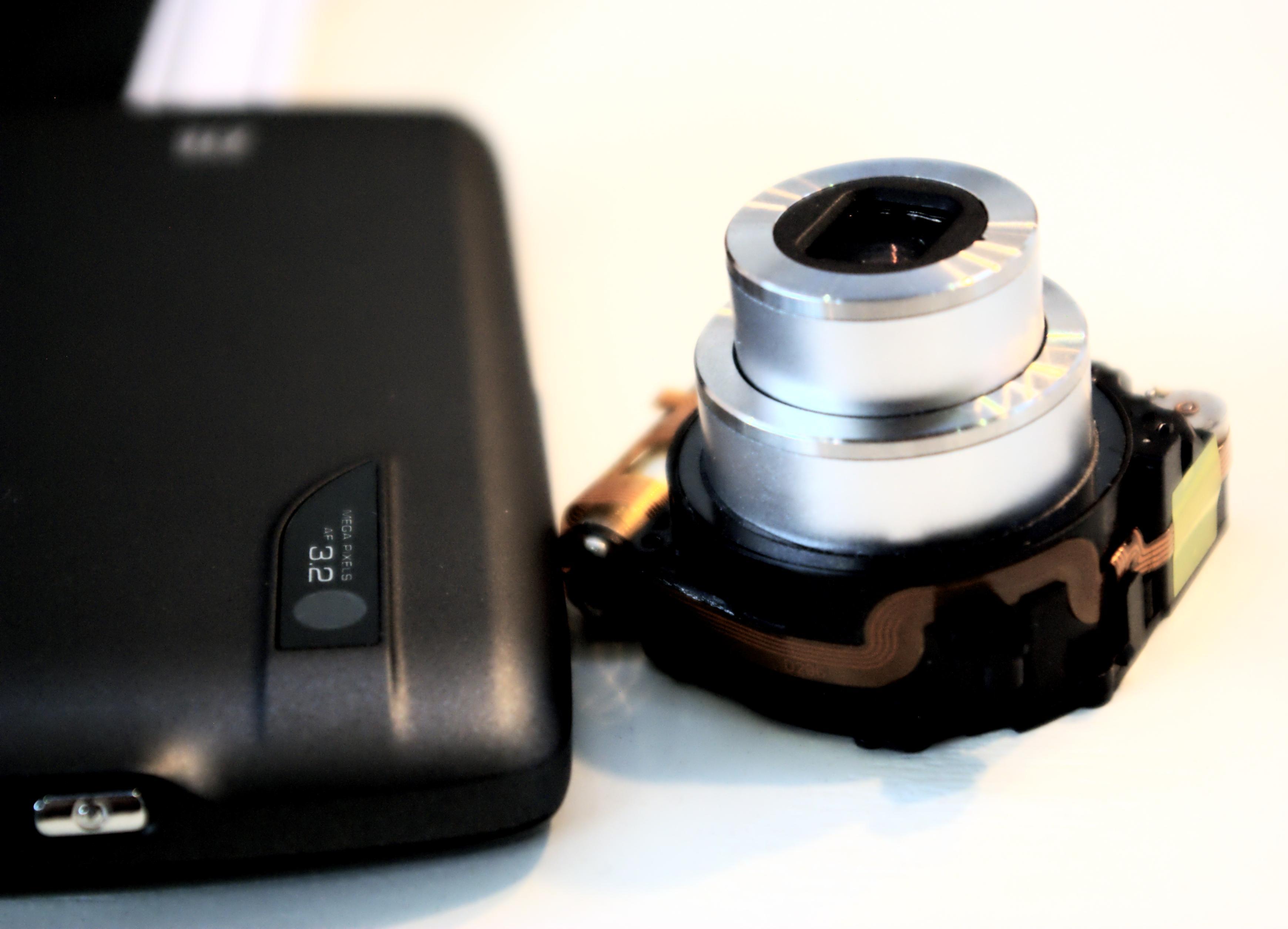 I forhold til kamerabiten i andre mobiltelefoner har den en betydelig størrelse.