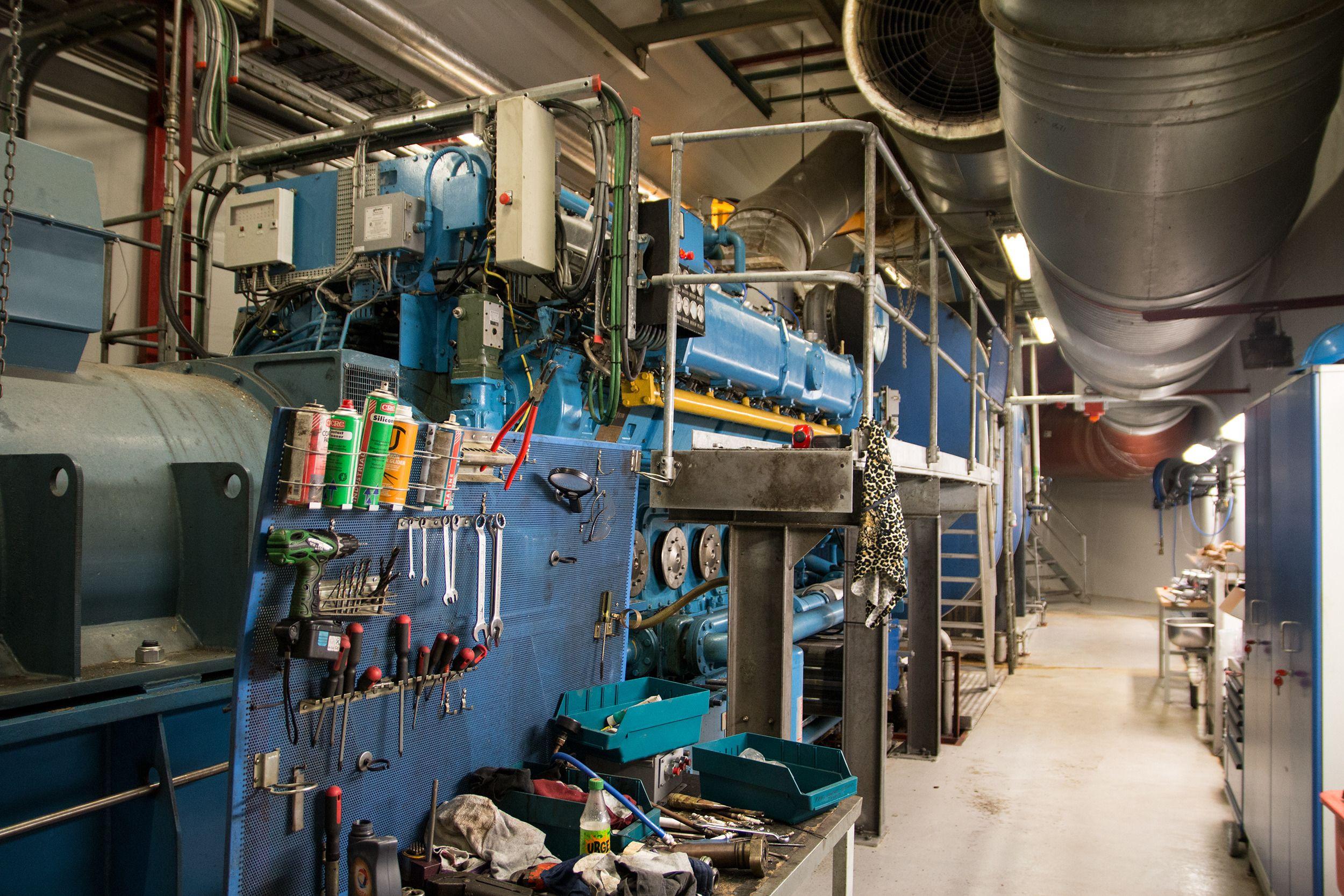 VEAS lager mye av sin egen strøm, da ved hjelp av aggregater som dette.