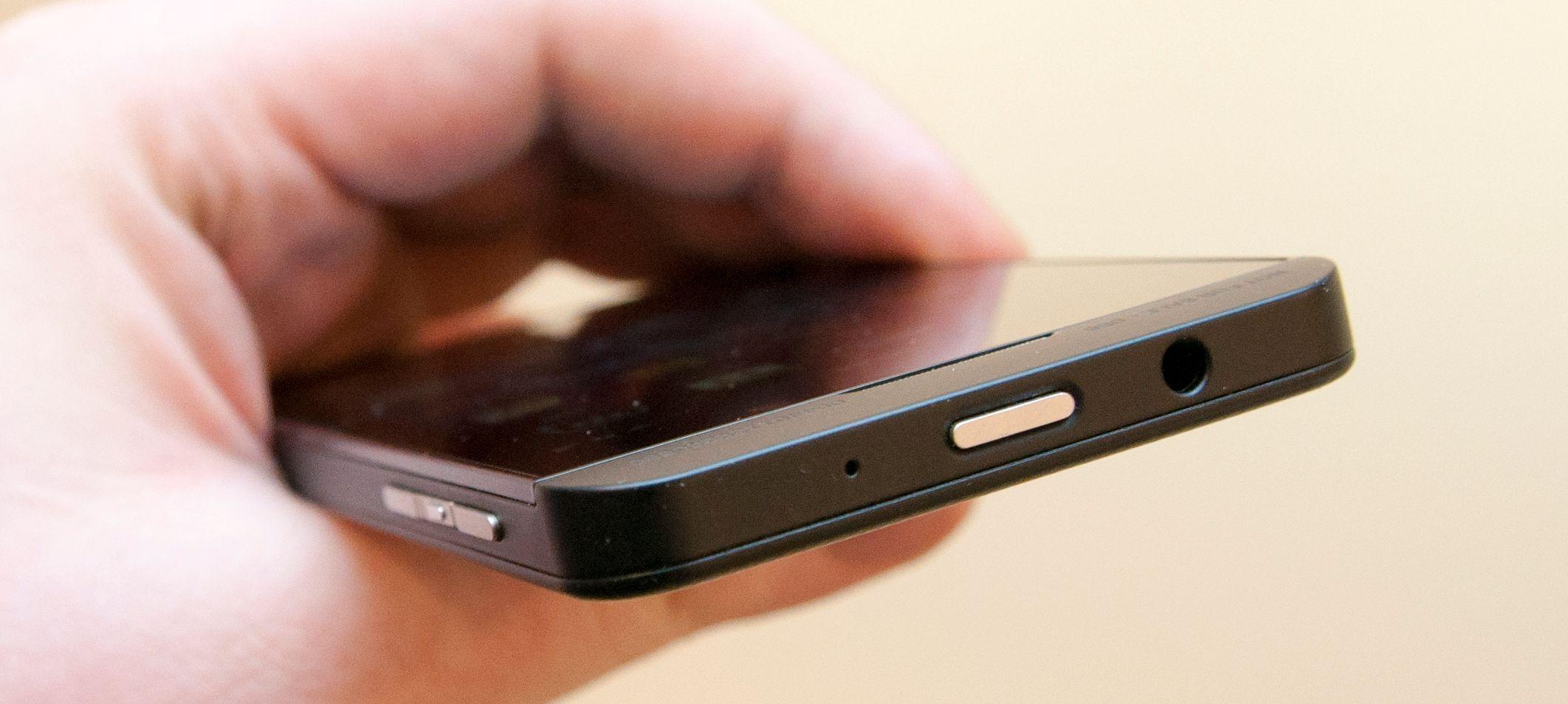 BlackBerry Z10 har en design som antagelig vil tiltale de fleste.Foto: Finn Jarle Kvalheim, Amobil.no