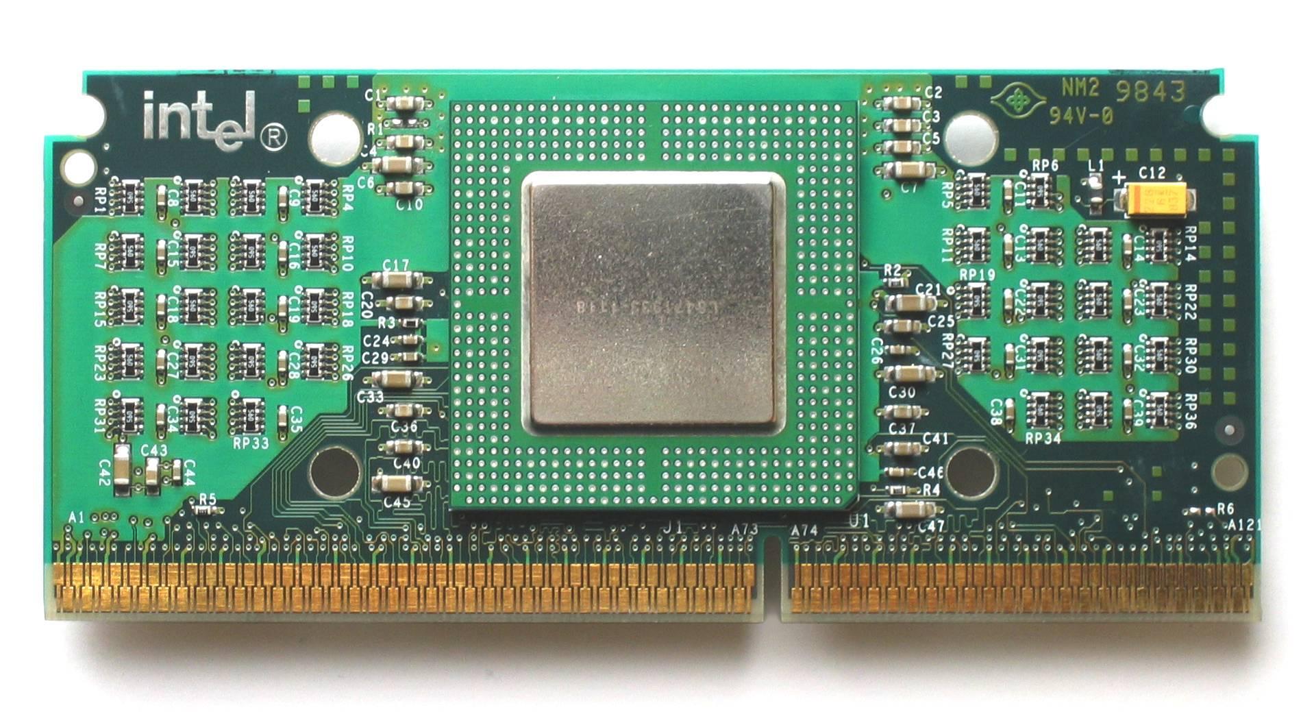 Intel Celeron 300A med Slot 1-sokkel.Foto: Qurren, Wikimedia Commons