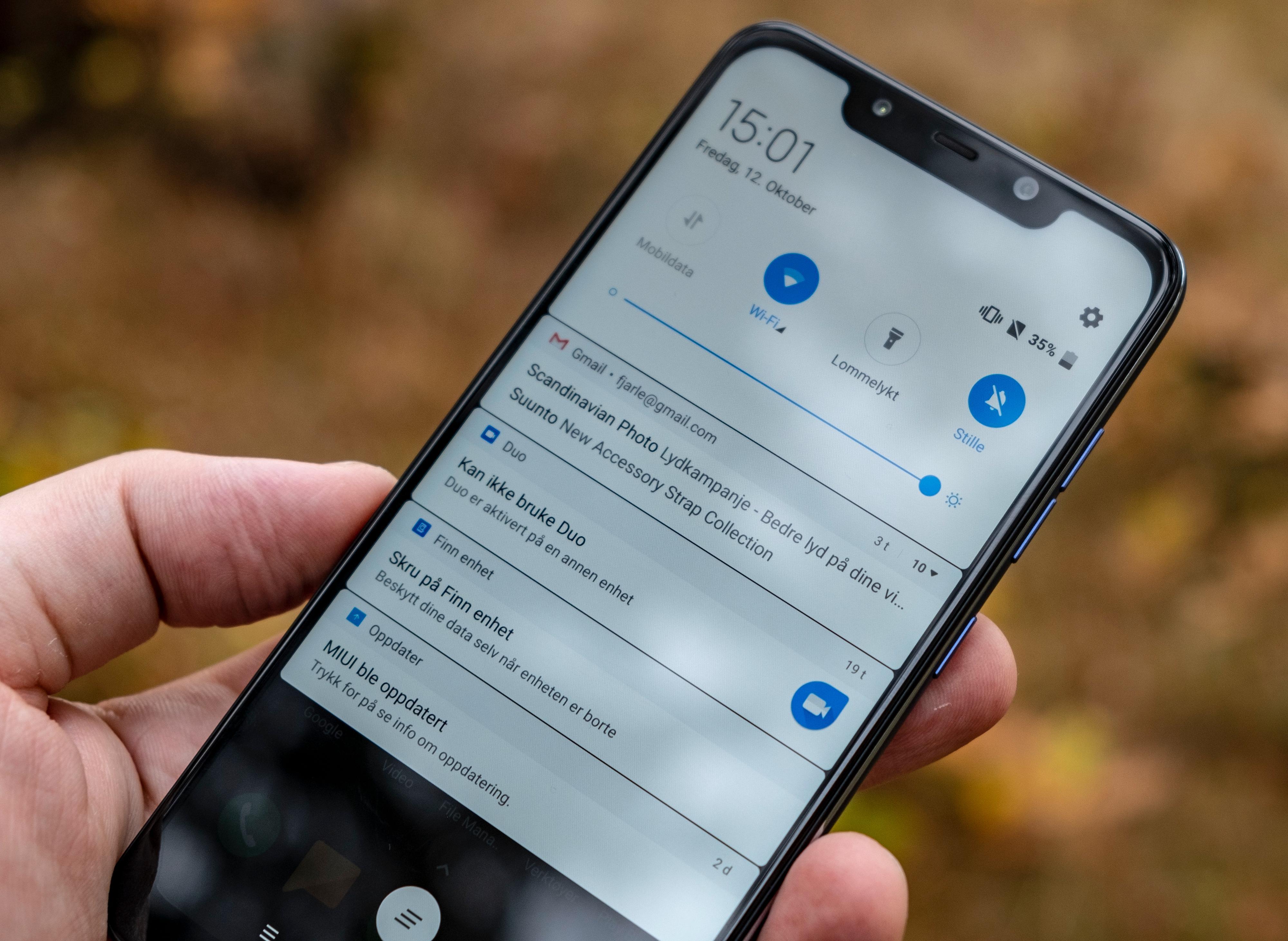 Programvaren har en del til felles med ren Android fra Google, men noen steder har Xiaomi gjort ganske store endringer. Menyene er ikke like hurtige som i andre Snapdragon 845-telefoner - men maskinvaren er lik, så kanskje det blir bedre etter en oppdatering?