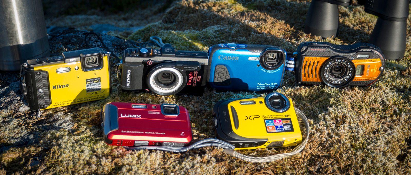 Bak fra venstre: Nikon Coolpix AW130, Olympus Tough TG-4, Canon PowerShot D30 og Ricoh WG-5 GPS. Foran, fra venstre: Panasonic Lumix DMC-TS30, Fujifilm FinePix XP80. Foto: Kristoffer Møllevik