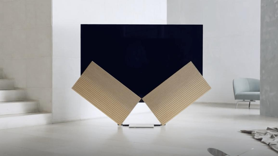 Bang & Olufsens nye TV har «vinger» som bretter seg ut når du skrur den på