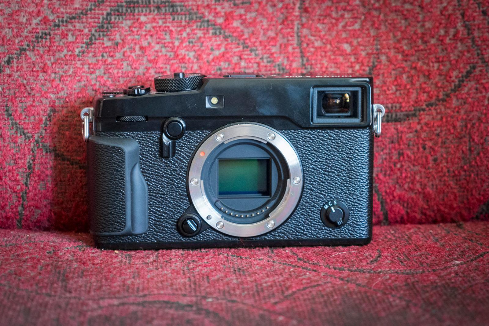 Ingen er så retro som Fujifilm, men det ligger høyst moderne funksjoner under karosseriet. Se flere bilder av kameraet nederst på siden.