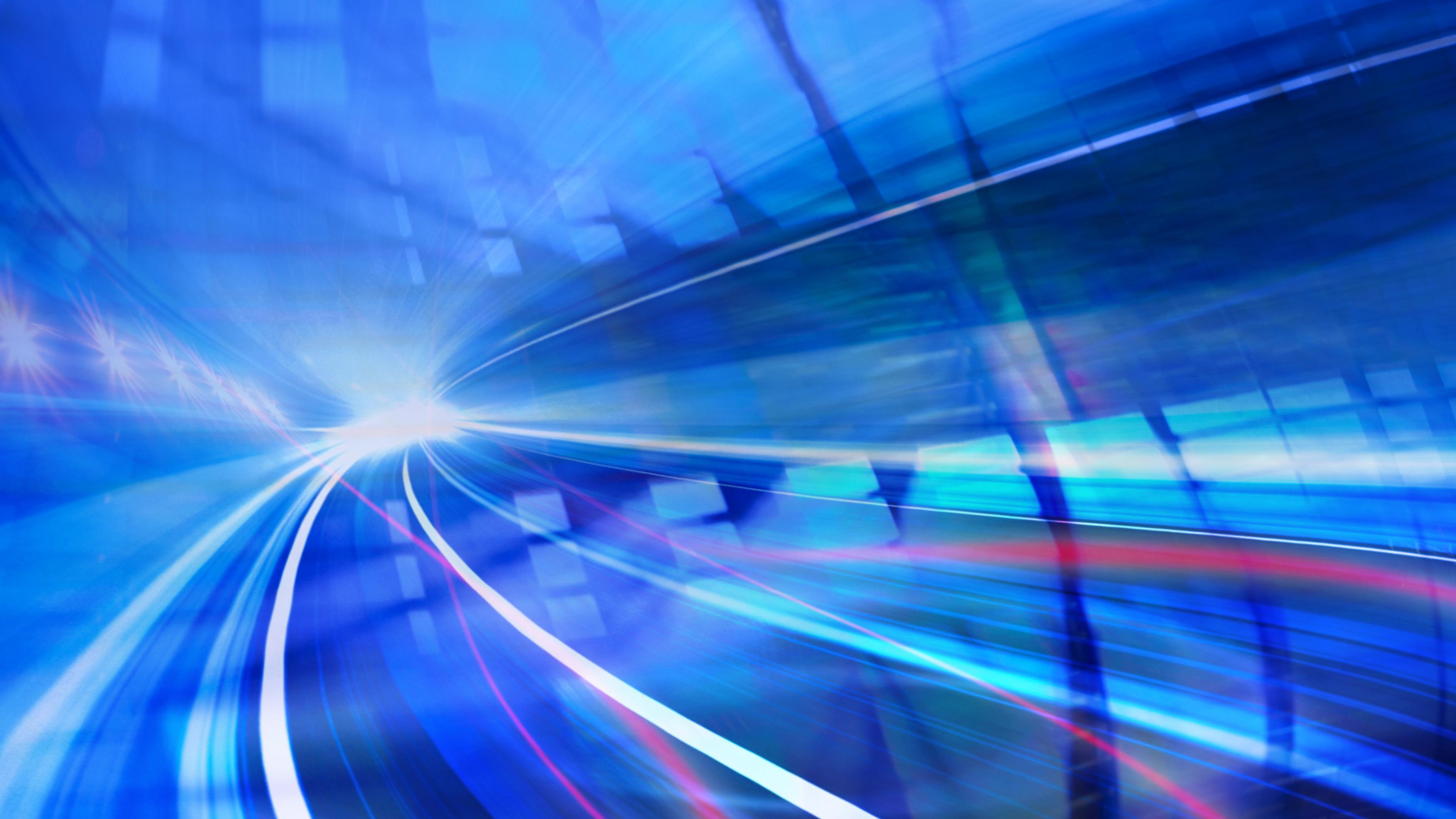 Forskere ved japanske NICT klarte å sende 319 terabit i sekundet over en (simulert) distanse på over 3000 kilometer.
