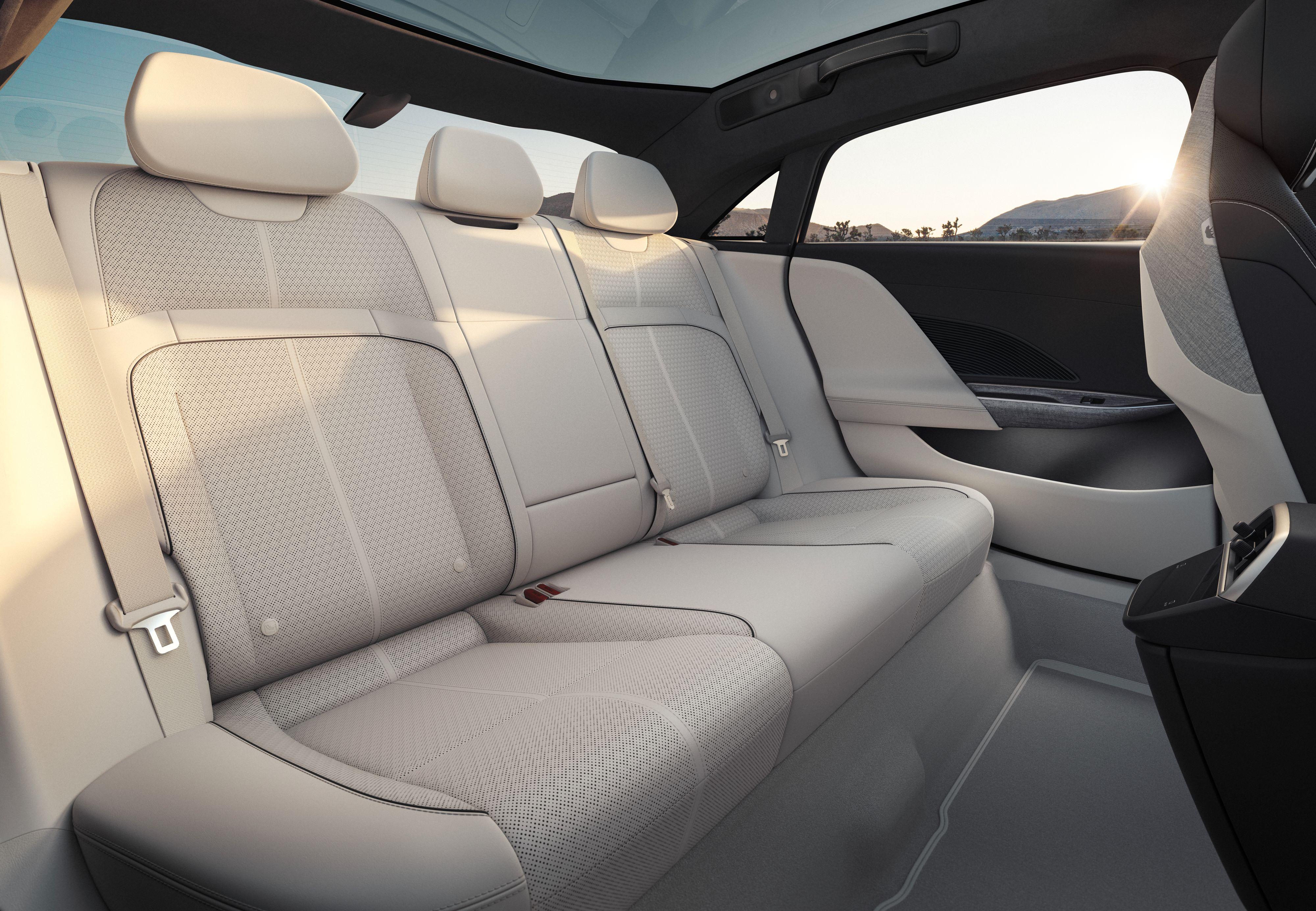 Uovertruffen innvendig plass til en bil av denne størrelsen, er budskapet fra Lucid - i tillegg til de heftige spesifikasjonene.