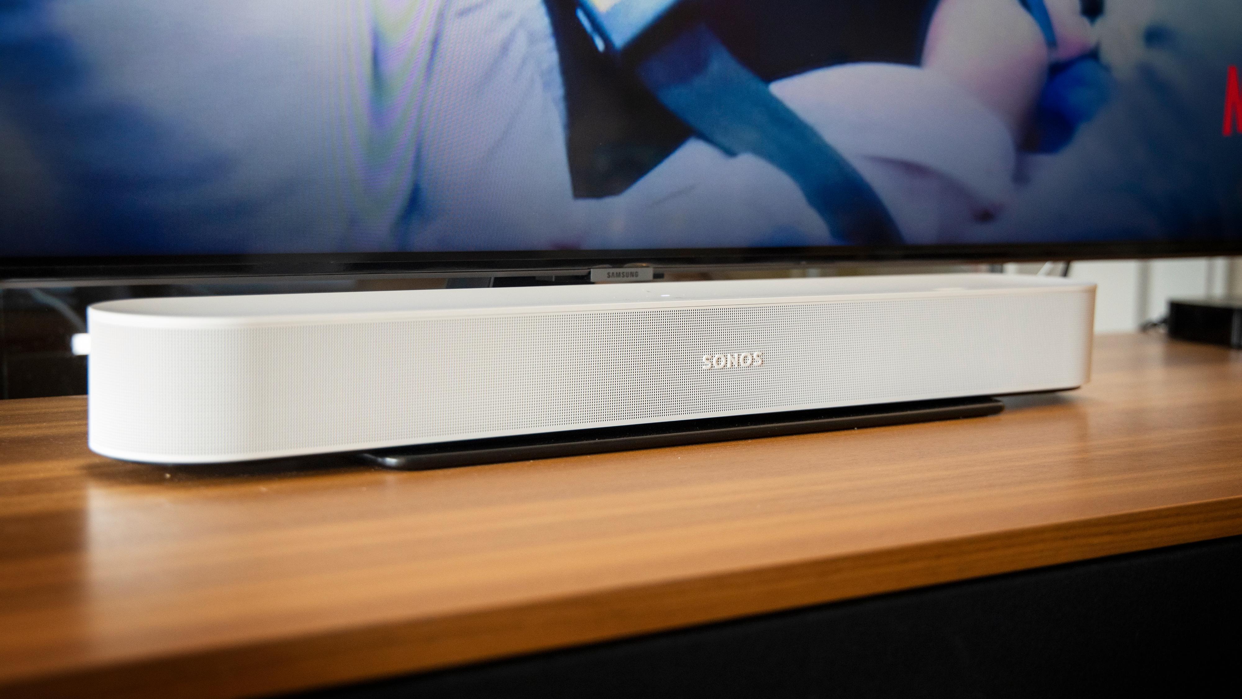 Sonos Beam (Gen 2) har fått en ny og kraftigere prosessor som blant annet gir Dolby Atmos-støtte. Men er det egentlig noe poeng i en såpass liten høyttaler?