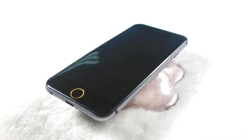 Dette er ett av mange bilder som påstås å vise hvordan neste iPhone skal se ut.Foto: SonnyDickson