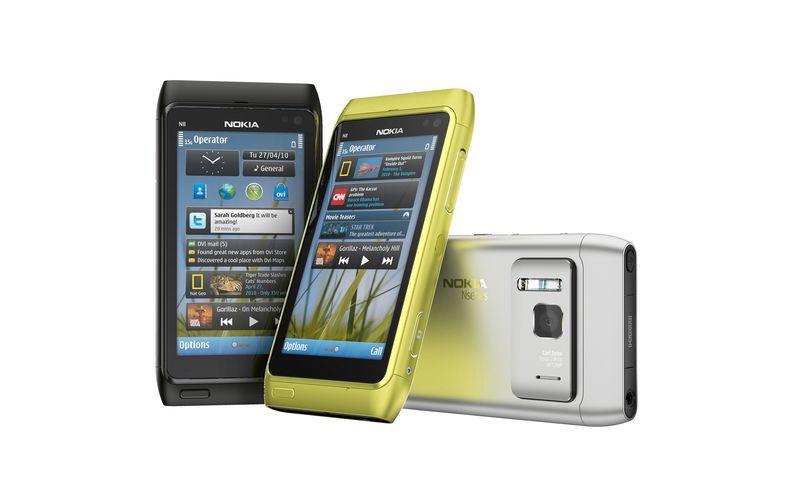Dette er Nokia N8. Det kan tenkes at telefonen på videoen er N8 med tastatur.