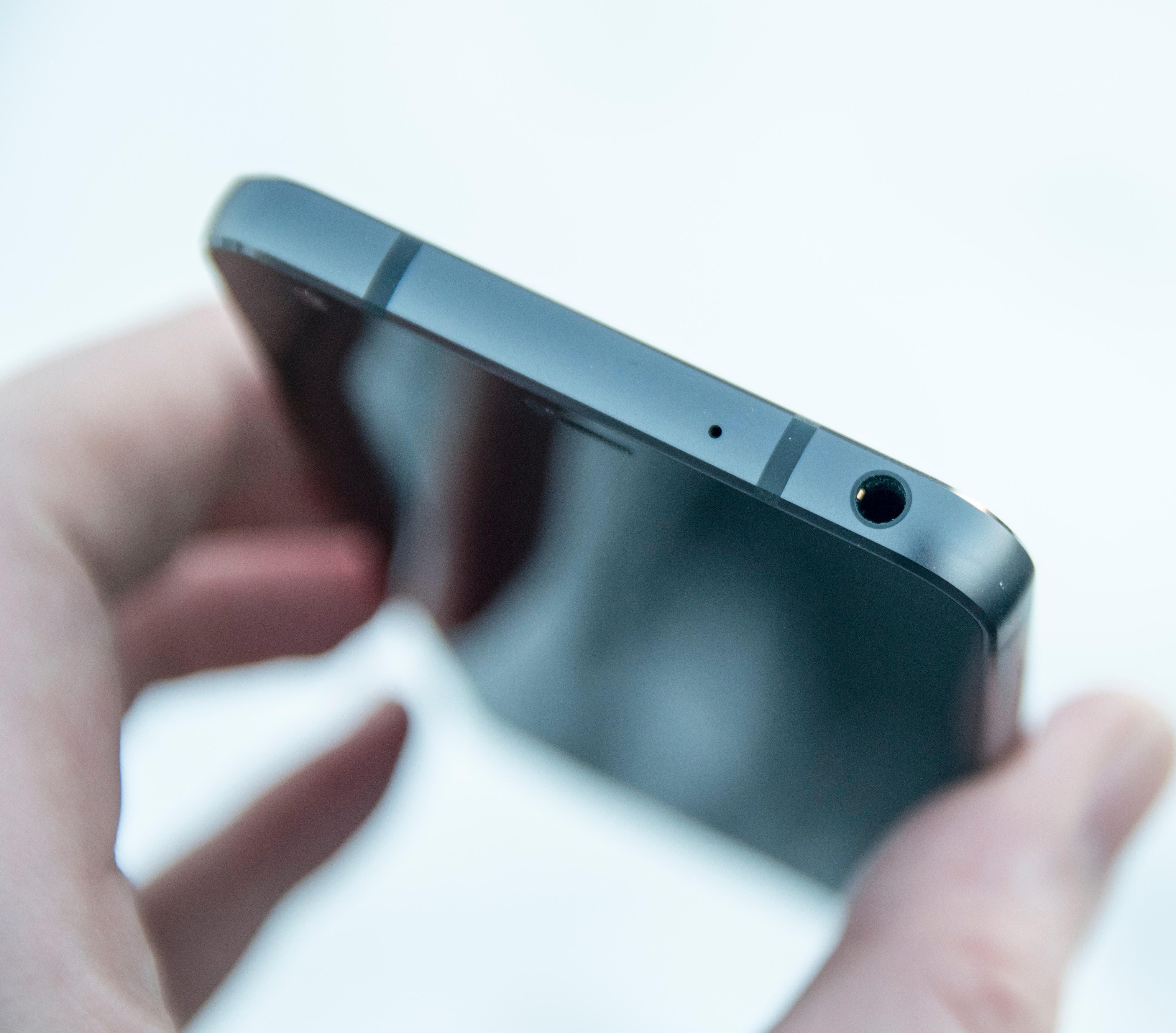 LG G6 gjør en god jobb som lydformidler, men her i Europa må vi se langt etter den fine QuadDAC-løsningen LG bruker i andre modeller og markeder. I hovedsak er det forsterkerbiten her som savnes, siden du kan koble til langt mer tungdrevne hodetelefoner i asiatiske varianter av G6.