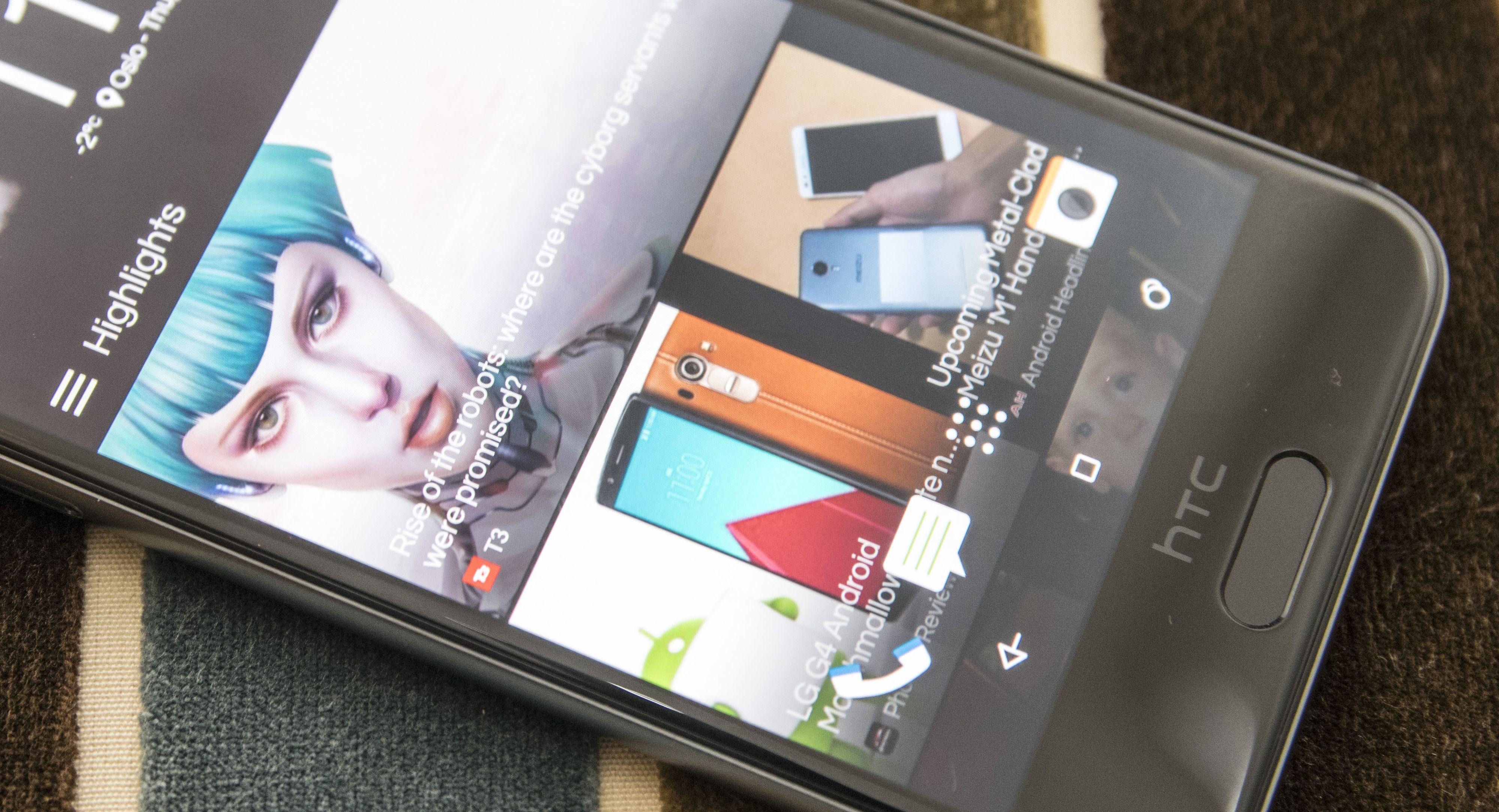 HTC har fortsatt nyhetstjenesten BlinkFeed på en av hjemmeskjermene. Foto: Finn Jarle Kvalheim, Tek.no