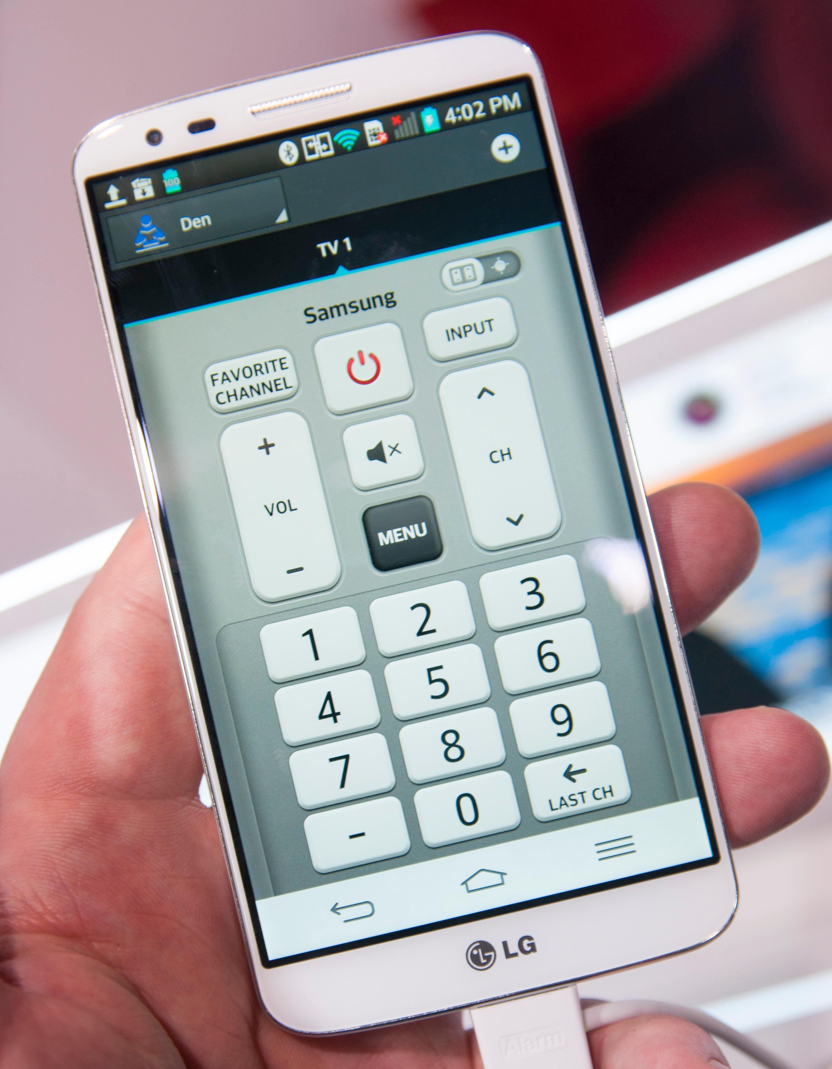 Vi liker at LG ser ut til å tilby en langt mer tradisjonell universalfjernkontroll i G2 enn Samsung og HTC gjør i Galaxy S4 og One. Her handler ikke alt om kabel-TV-tilbydere, men heller om det konkrete utstyret du har i TV-stua.Foto: Finn Jarle Kvalheim, Amobil.no