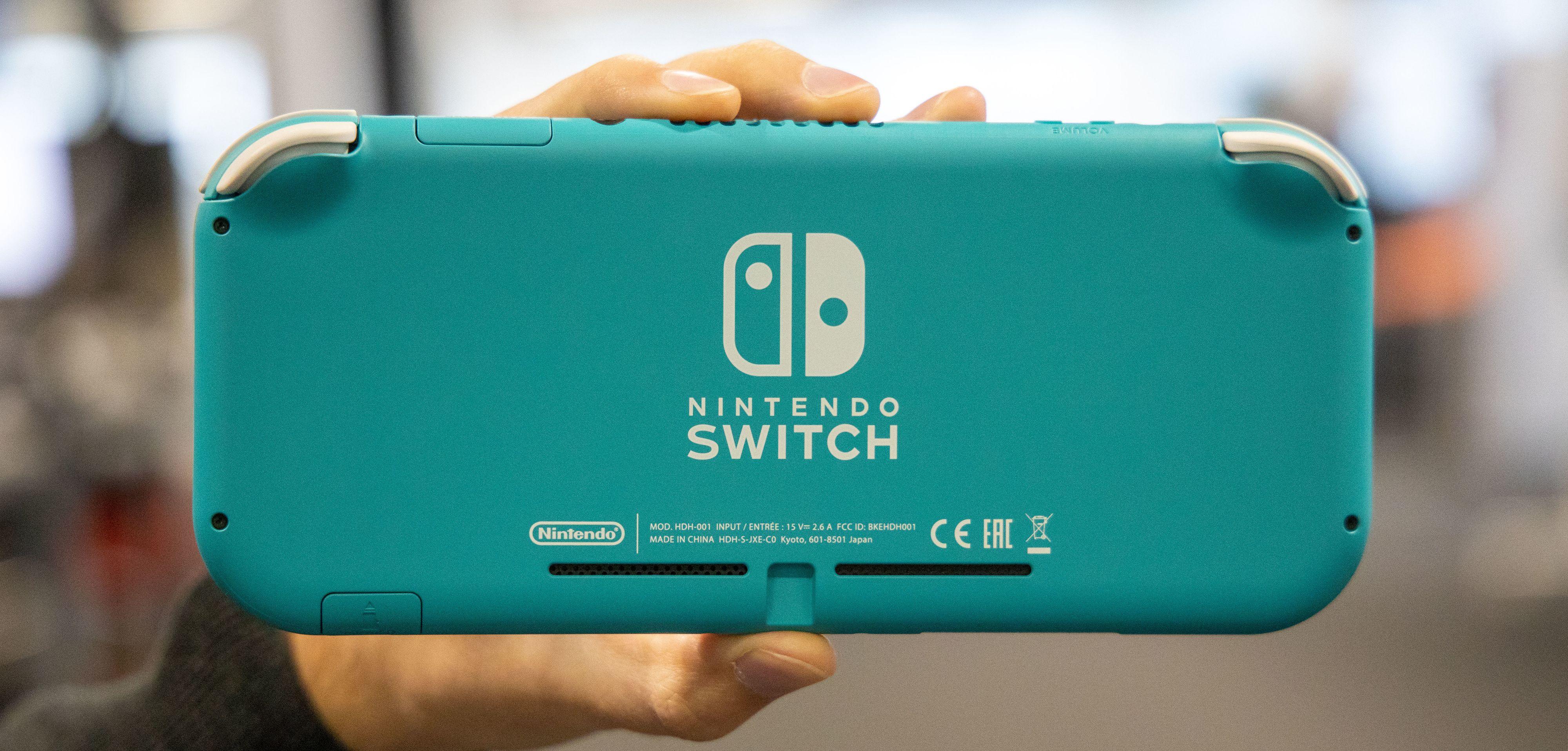 Nintendo har aldri vært redd for plast eller farger, og komboen fungerer også her.