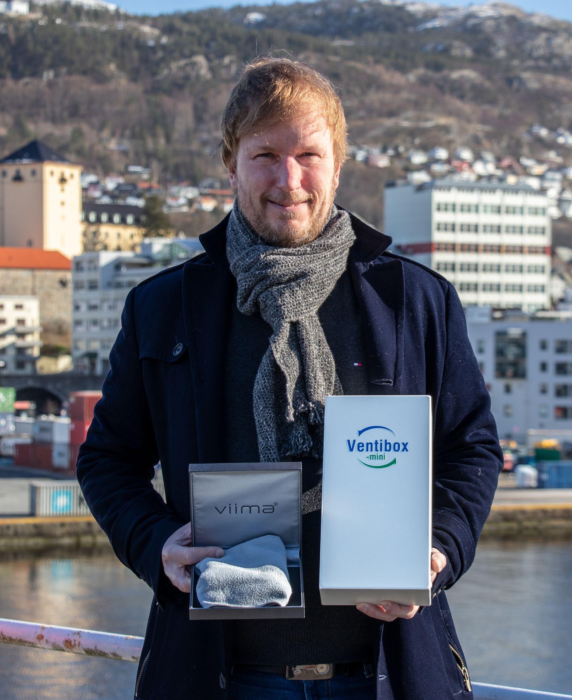 KOMPLETT LØSNING: Erik Rødder i AB Solutions kan nå tilby bakteriefritt renhold med kun vann.