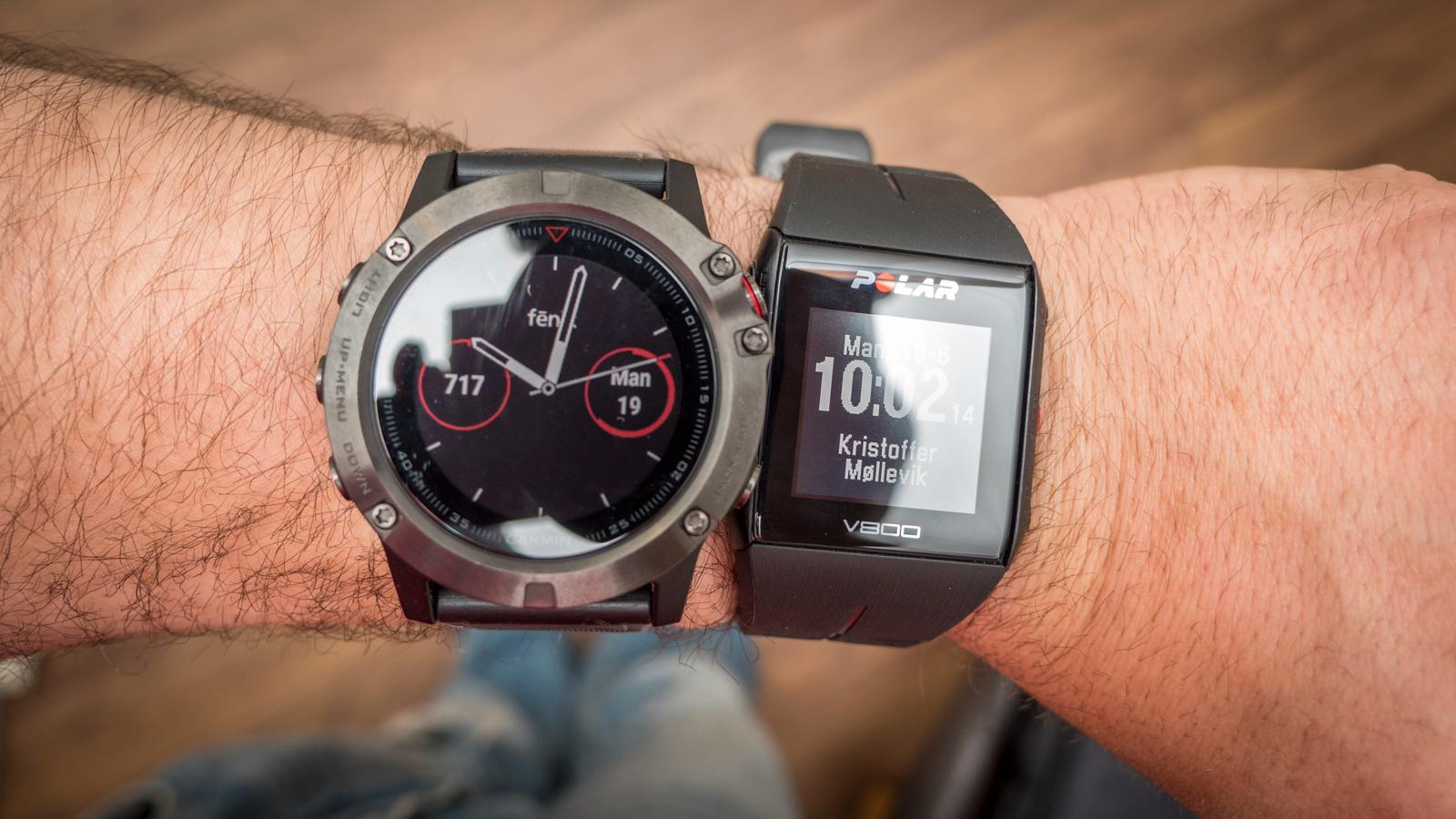 Sammenlignet med for eksempel Polar V800, ser Fenix 5X mer ut som en «vanlig» klokke.