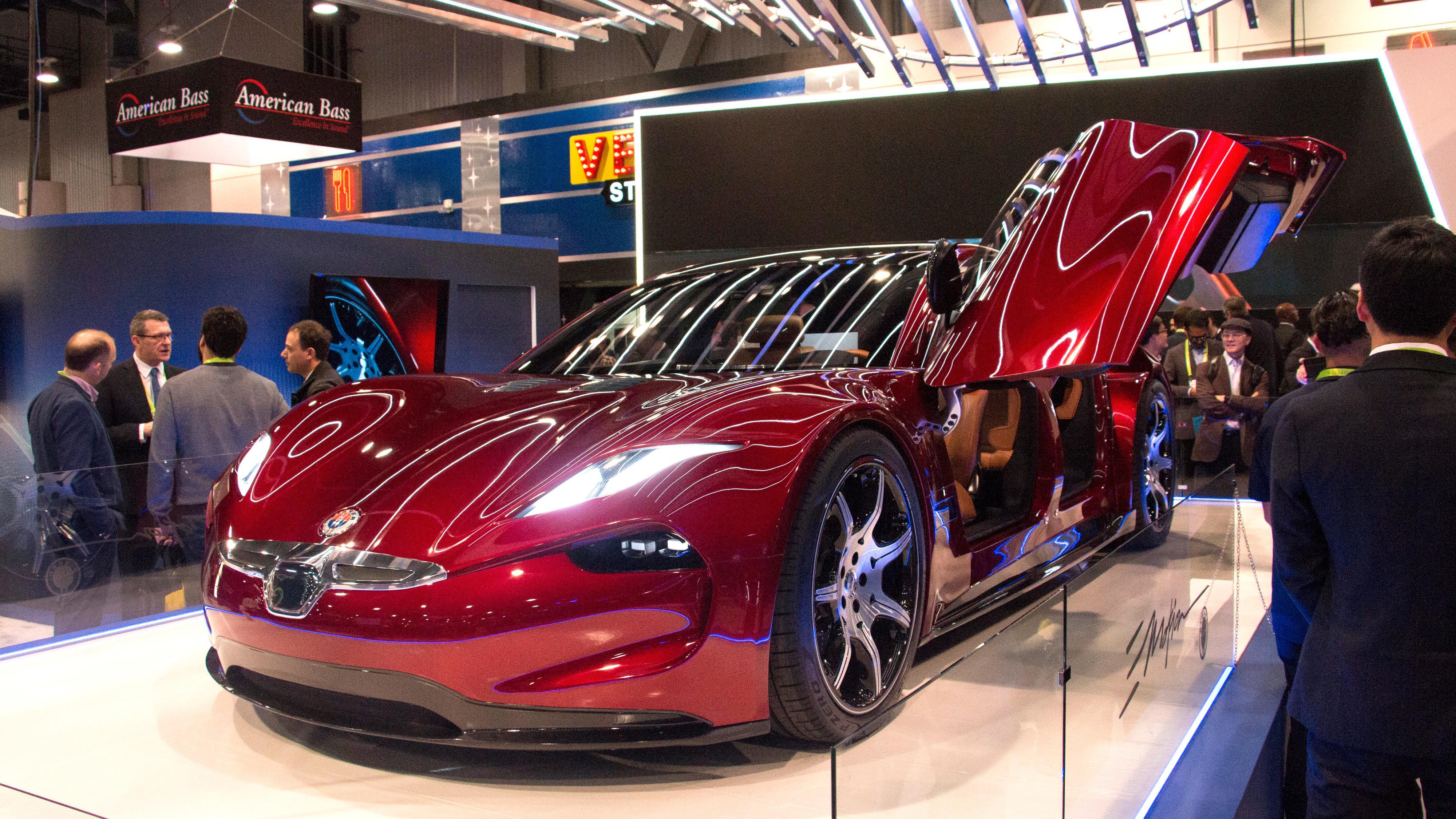 Bilselskapet Fisker jobber også med å utvikle faststoffbatterier, og sier de skal ha fungerende batterier i elbiler klare i 2020. Her nye Fisker e-Motion.