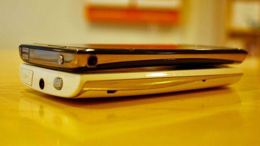 Størrelsen er omtrent som på Xperia X10 (den hvite på bildet), men Arc er atskillig tynnere. Foto: Espen Irwing Swang