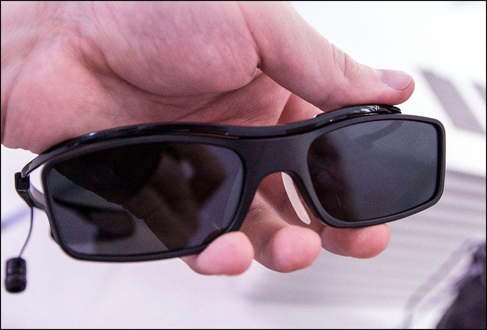 Brillene er kanskje ikke så lekre å se på, men ganske behagelige å ha på.Foto: Niklas Plikk, hardware.no