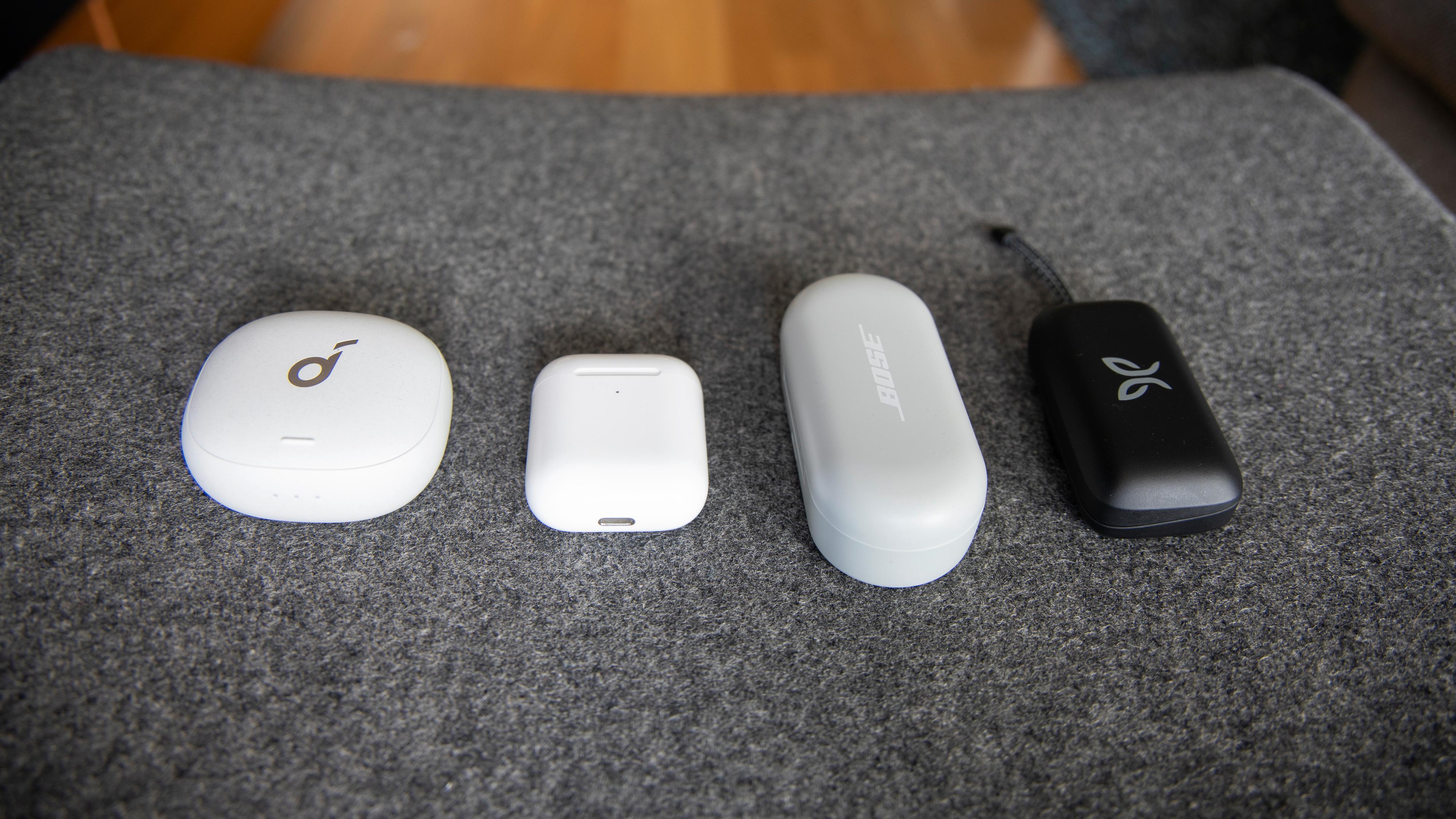 Fra venstre mot høyre: Soundcore Liberty Air 2 Pro, Apple AirPods, Bose Sport Earbuds og Jaybird Vista 2.