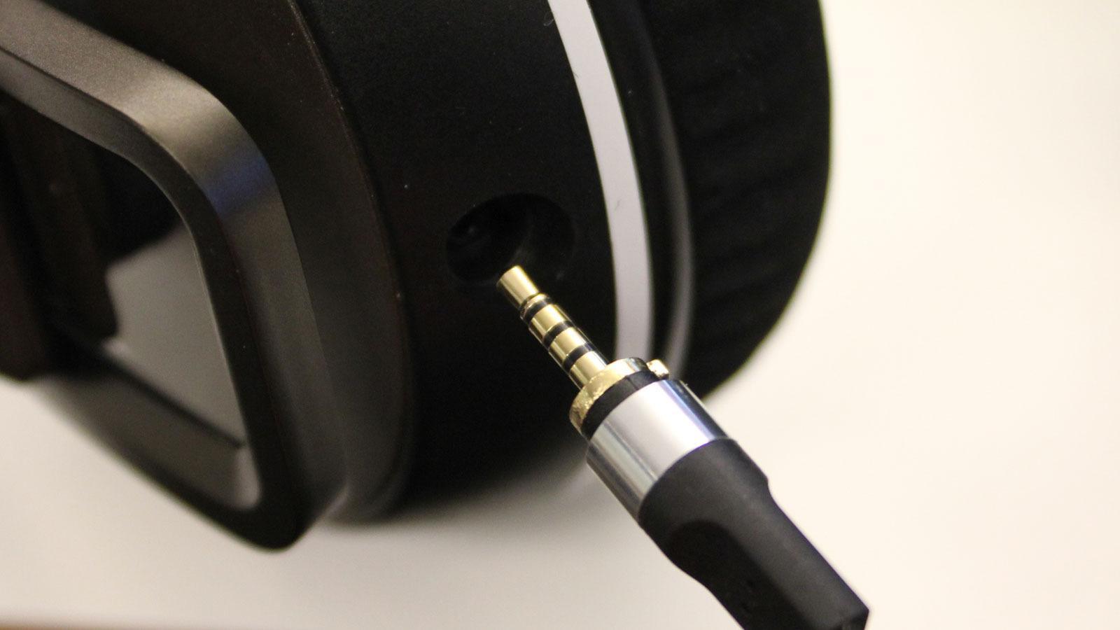 Pluggen på hodesetet er 2,5 mm. Kabelen kan byttes.Foto: Espen Irwing Swang, Tek.no