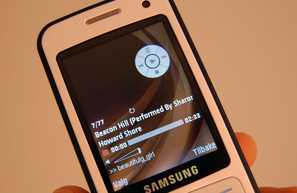 Samsung I450 har to måter å presentere musikkspilleren på avhengig av hvilken vei du har skjøvet tastaturet.