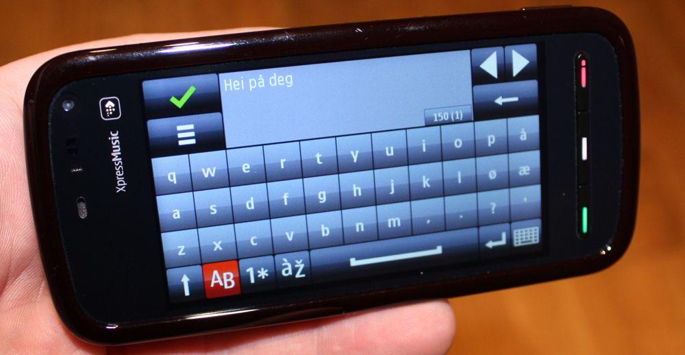 5800 har et fullt tastatur.