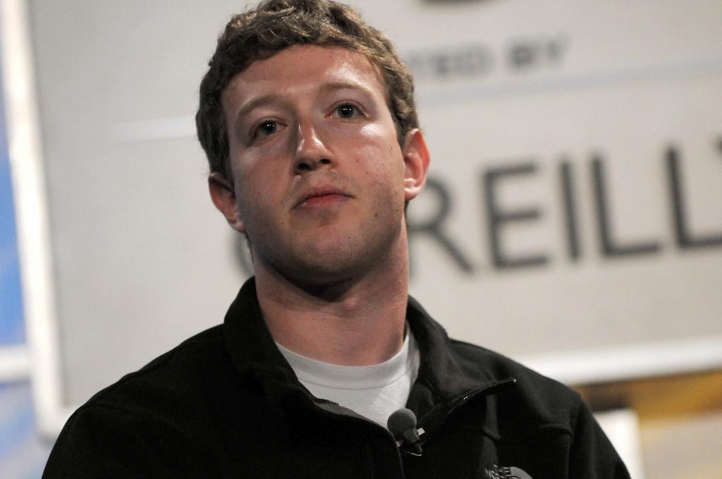 Facebook-sjef Mark Zuckerberg har vært i hardt vær, og må møte i den amerikanske kongressen.